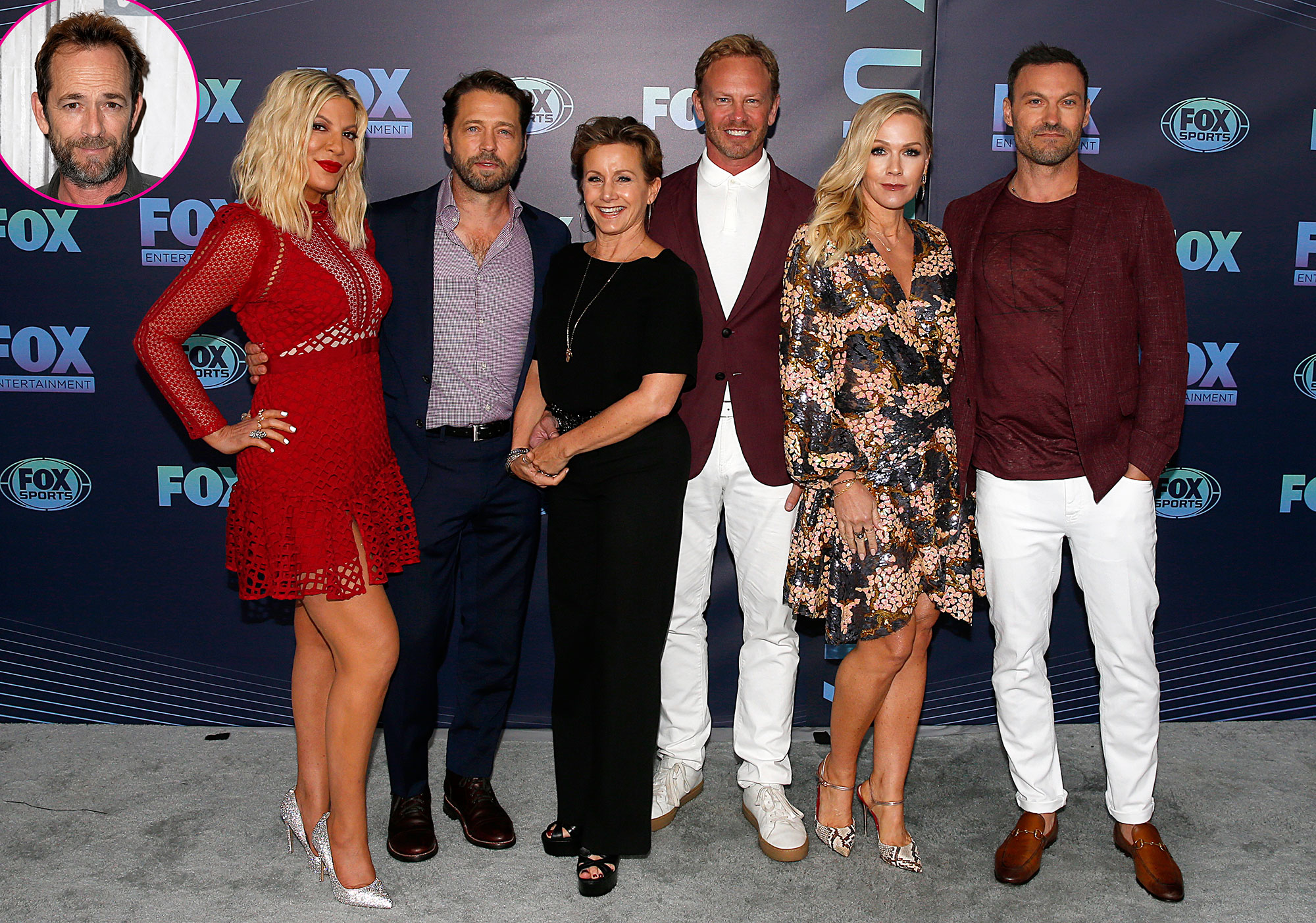 BH90210 Cast and Luke Perry - (L-R) Tori Spelling, Jason Priestley, Gabrielle Carteris, Ian Ziering, Jennie Garth and Brian Austin Green attend the 2019 FOX Upfront at Wollman Rink, Central Park on May 13, 2019 in New York City.