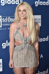 Britney Spears Demonstrates the Workout Moves She Does to Get 'Ready for Summer'