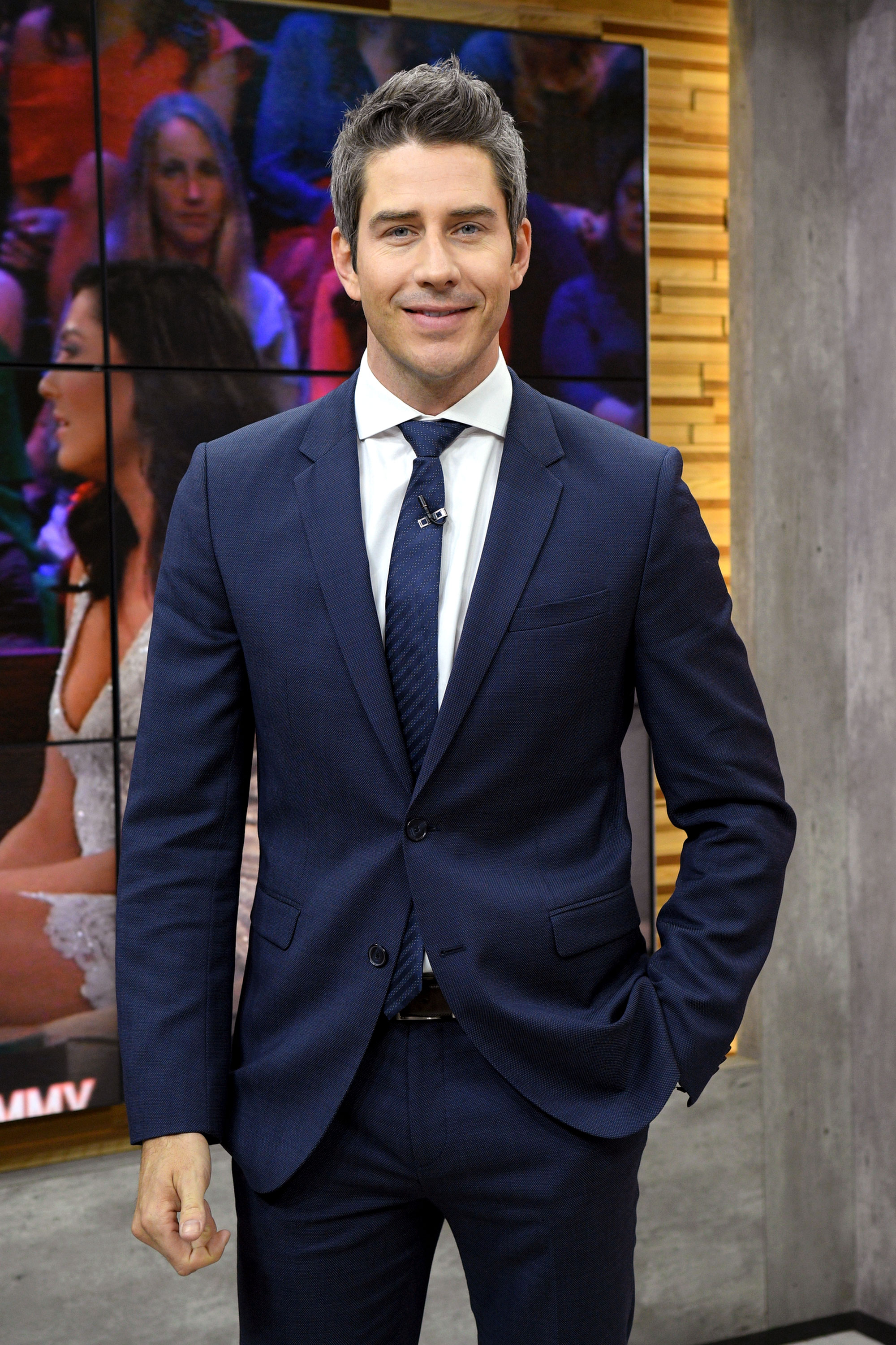 Celebs Weigh in on Kelly Ripa vs 'The Bachelor Arie Luyendyk Jr. Good Morning America - Luyendyk, who was the Bachelor in 2018, dug into the past to blast Ripa , sharing a screenshot of a comment the talk show host wrote to a fan about his relationship with his then-fiancée, Lauren Burnham , not lasting.