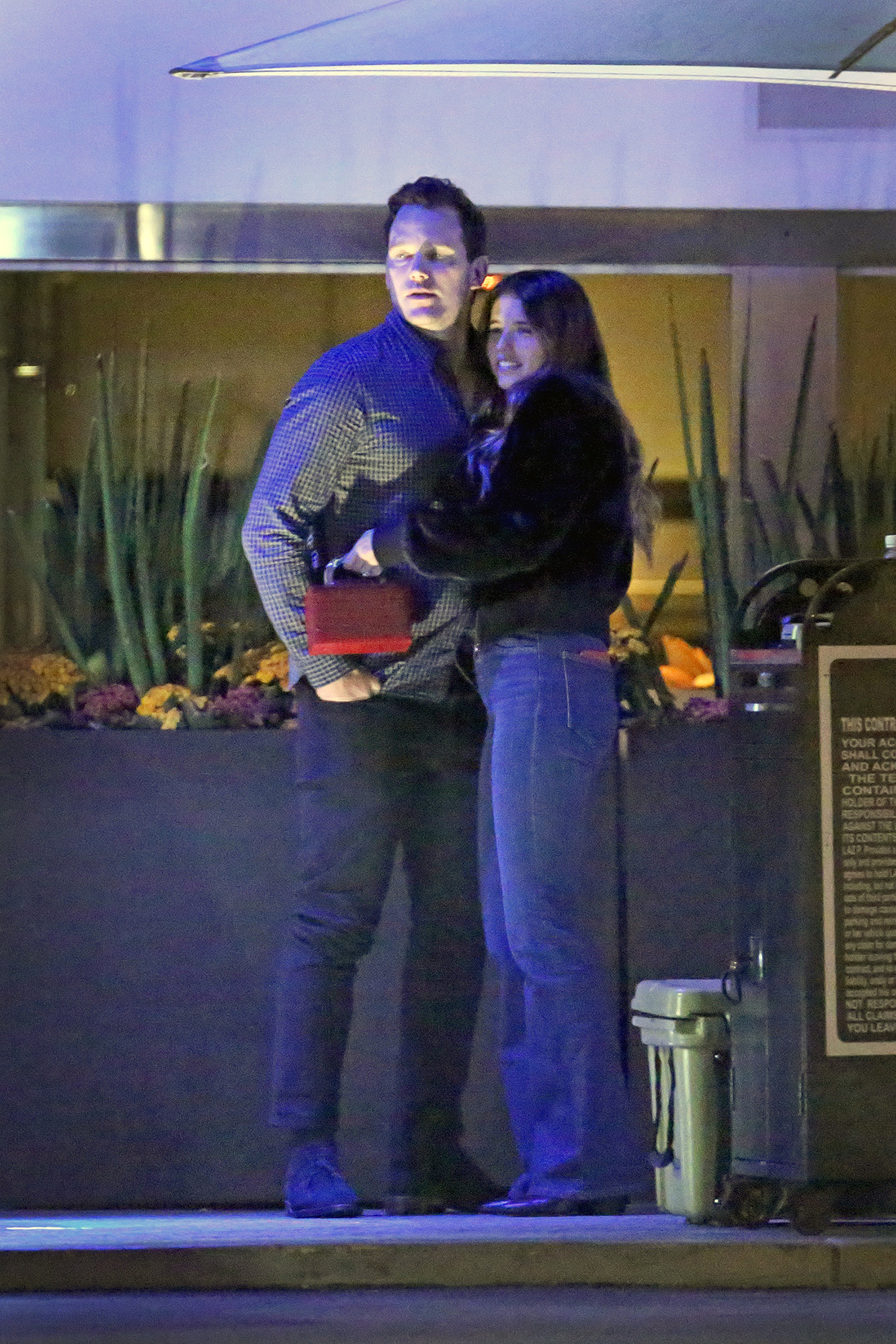 Chris Pratt and Katherine Schwarzenegger Love in Malibu - The engaged duo couldn't keep their hands off of each other as they waited for the car valet.