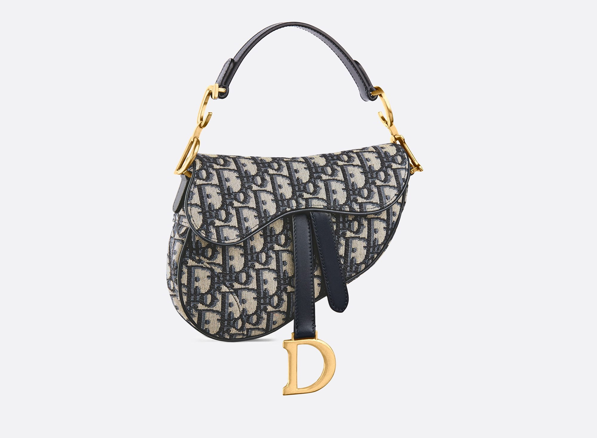 Dior-bag - Party like it's 1999! Bella Hadid rocks the tiny handbag, first designed in '99 and made popular by Paris Hilton in her Simple Life era.