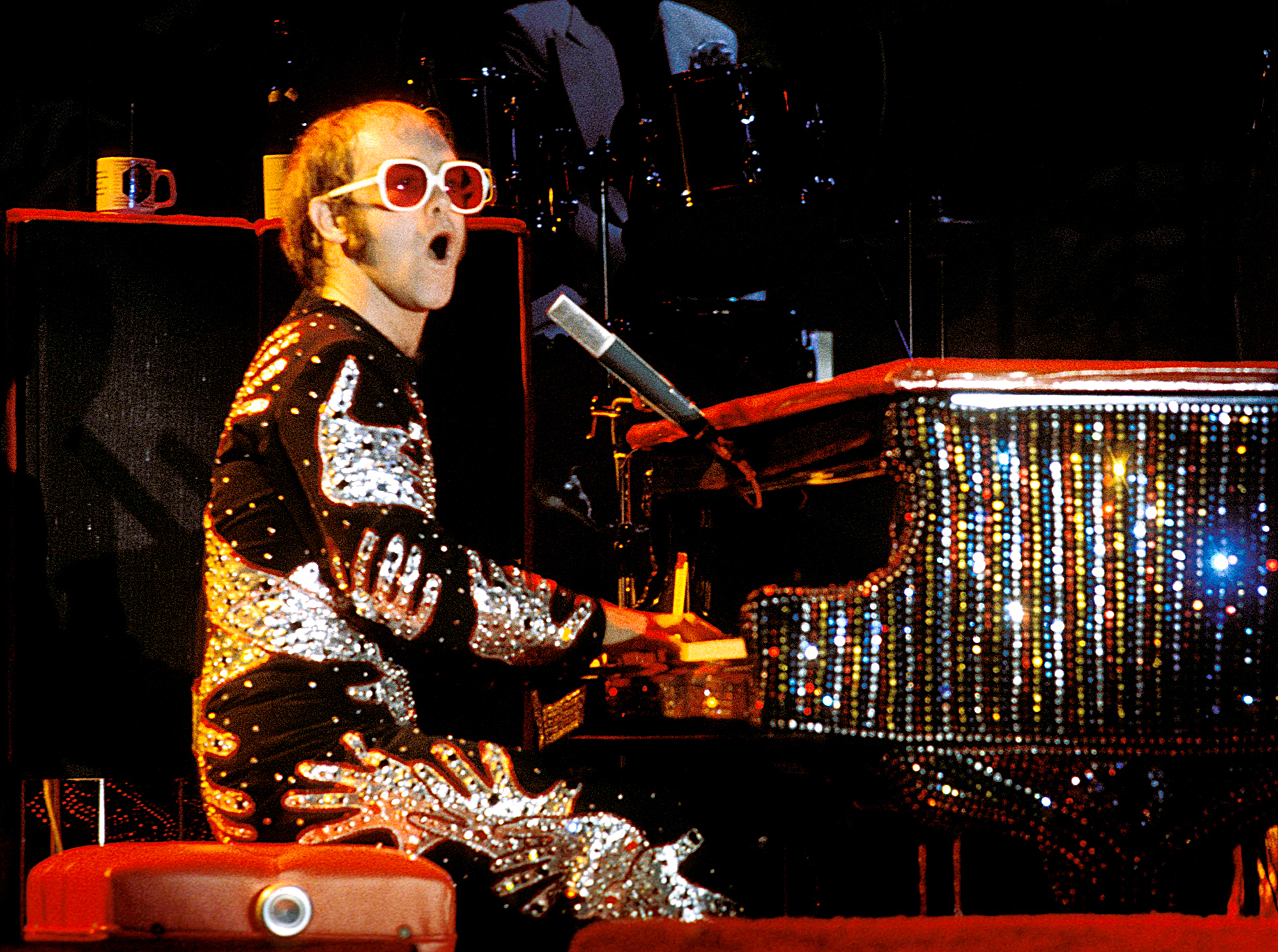 Elton-John-performing-1970s