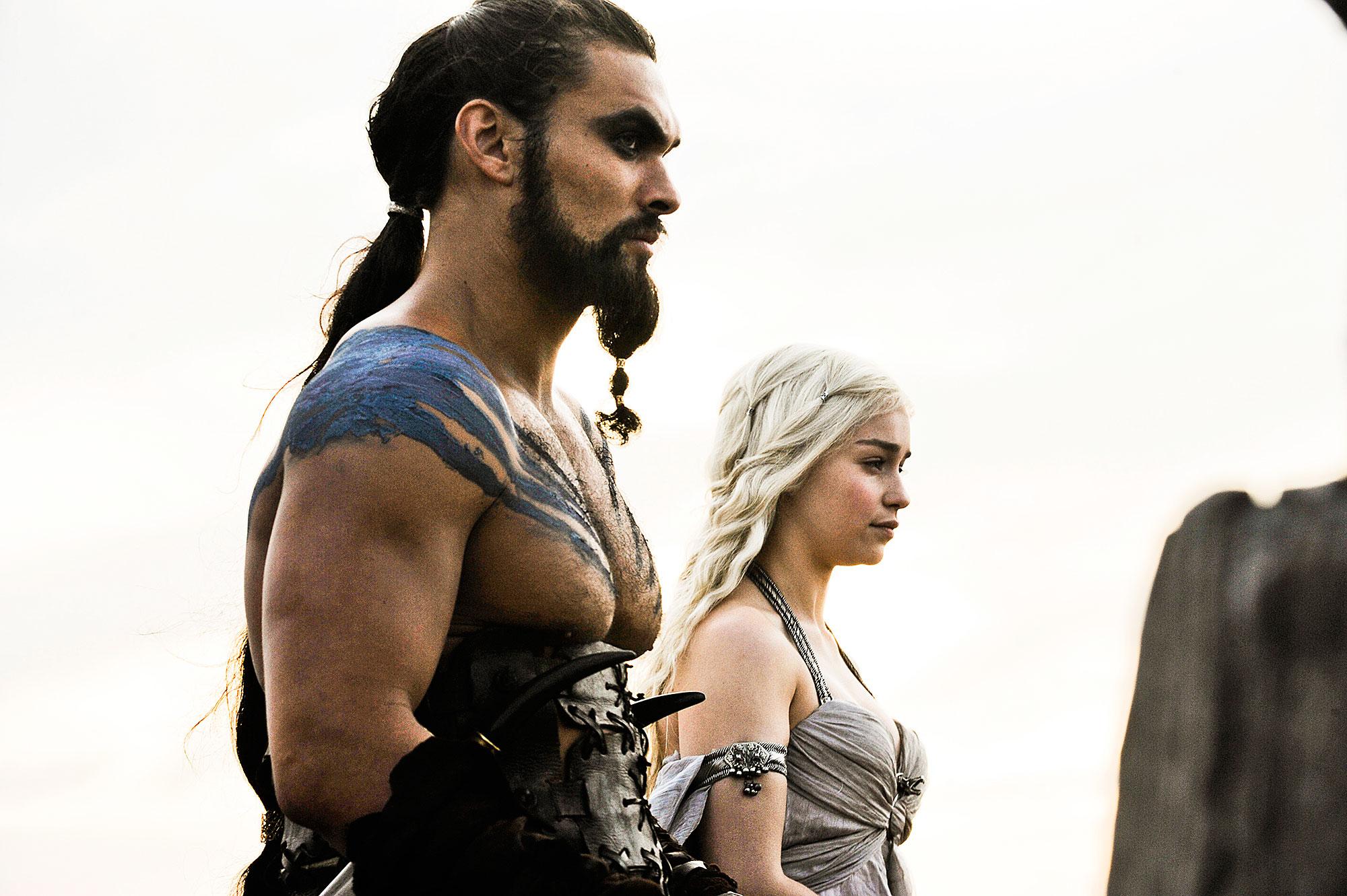 Emilia Clarke Game of Thrones Death Jason Momoa Reacts - Jason Momoa as Khal Drogo and Emilia Clarke as Daenerys Targaryen in 'Game of Thrones.