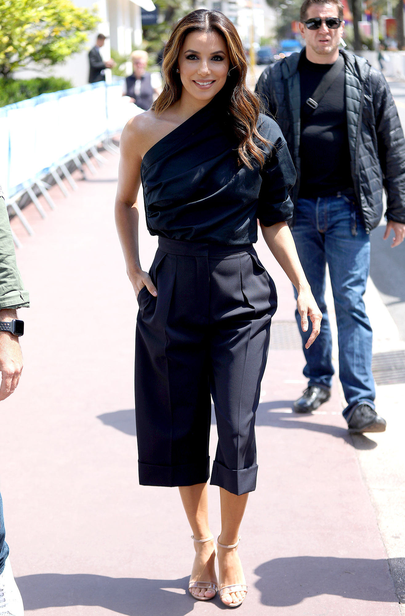 Eva-Longoria - Très chic is the only way to describe the Max Mara one-shoulder top and cropped trousers the brunette beauty wore on Wednesday, May 15.