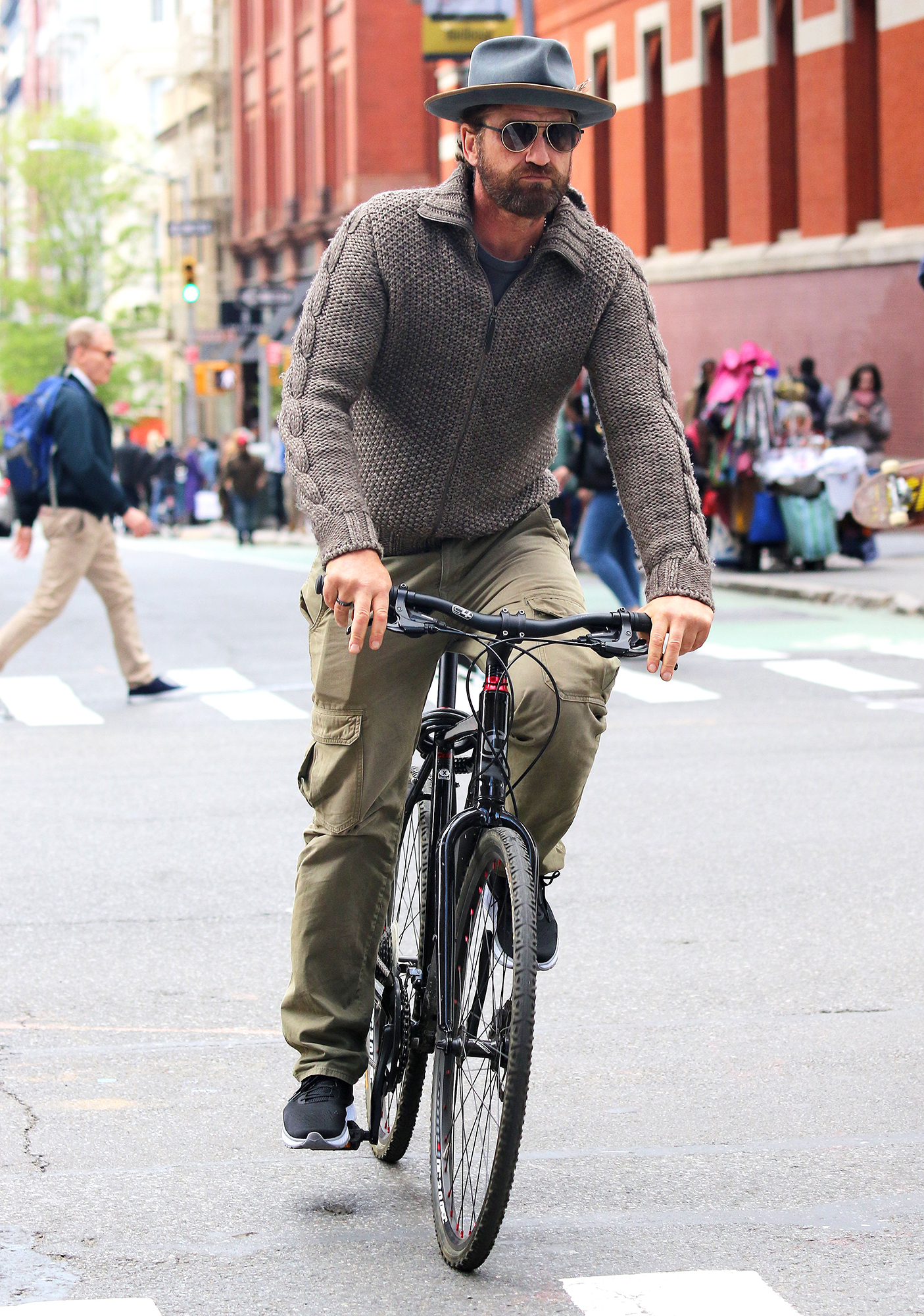 Gerard Butler Bike - On April 27, 2019, the actor wore a fisherman's sweater and cargo pants as he steered his way through the streets of downtown NYC.