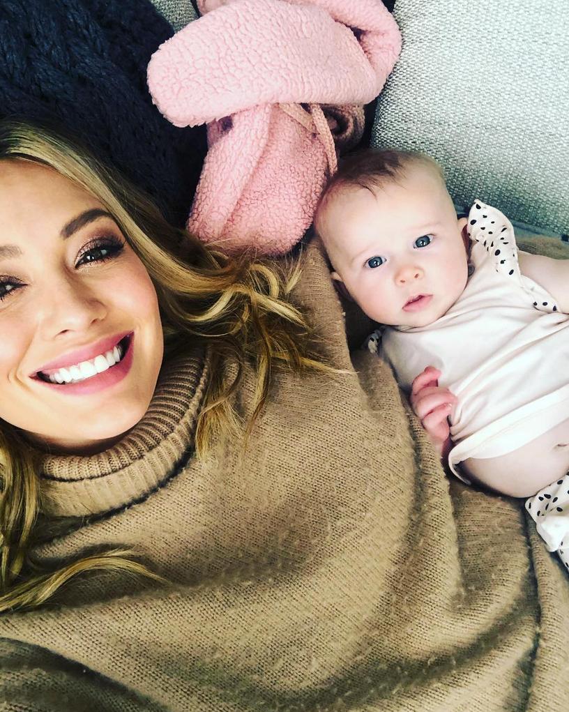 Hilary-Duff-breastfeeding