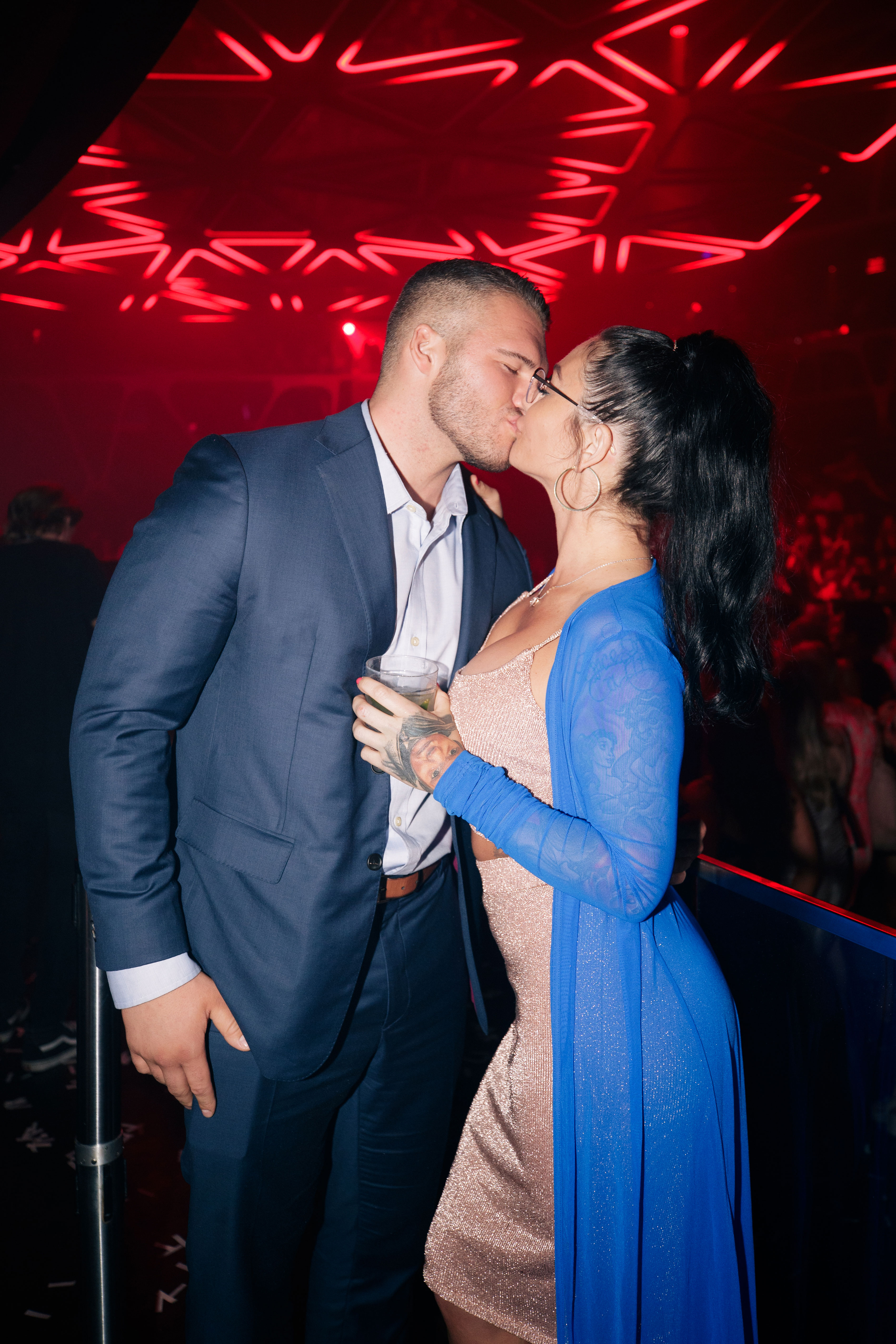 JWoww and Her BF Make Red Carpet Debut in Vegas, Party at Nightclubs - Farley and her man couldn't help but pack on the PDA.