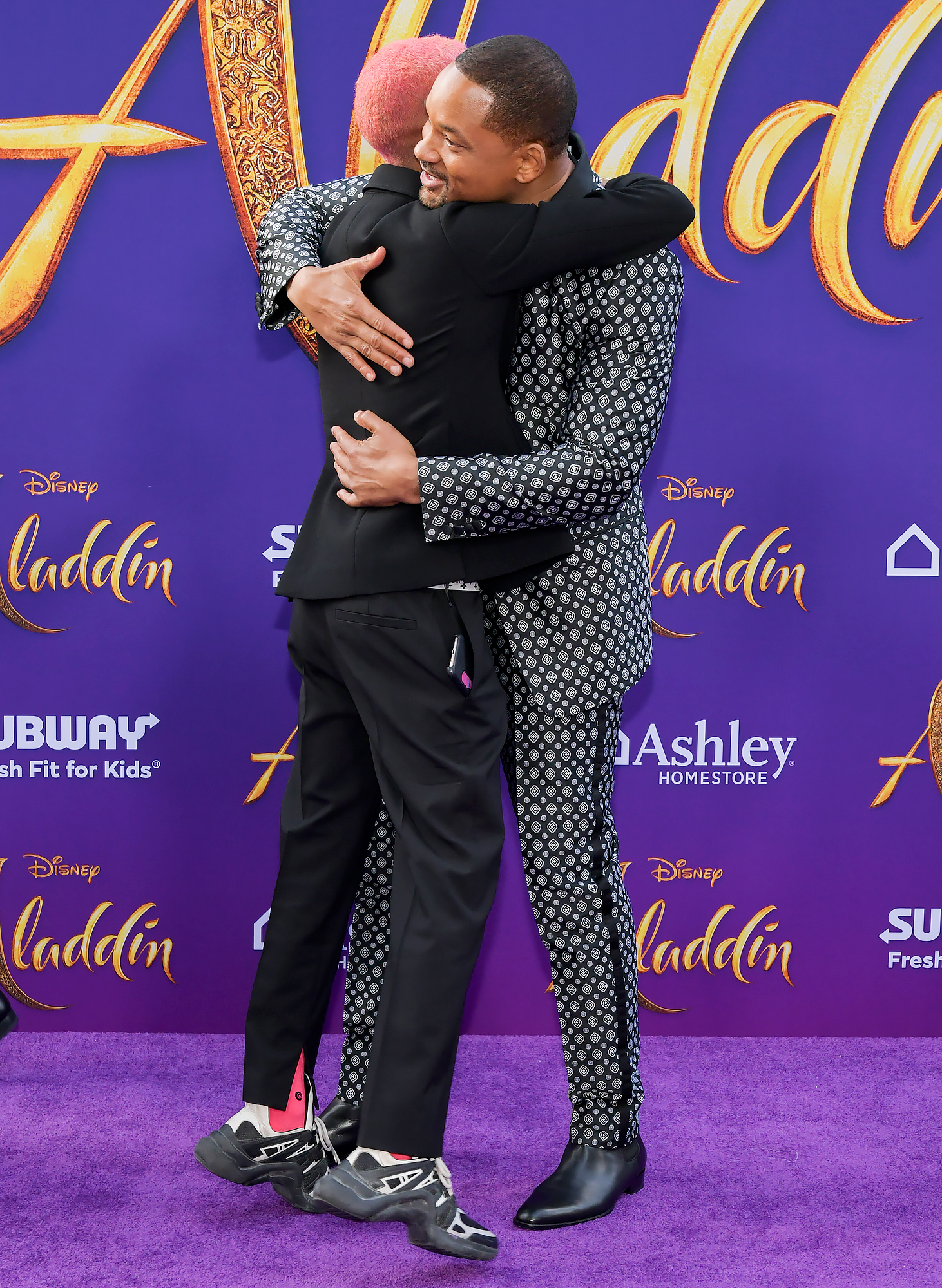 Jaden-Smith-Will-Smith-Aladdin-premiere - Jaden, who rocked pink hair, hugged his father on the purple carpet.