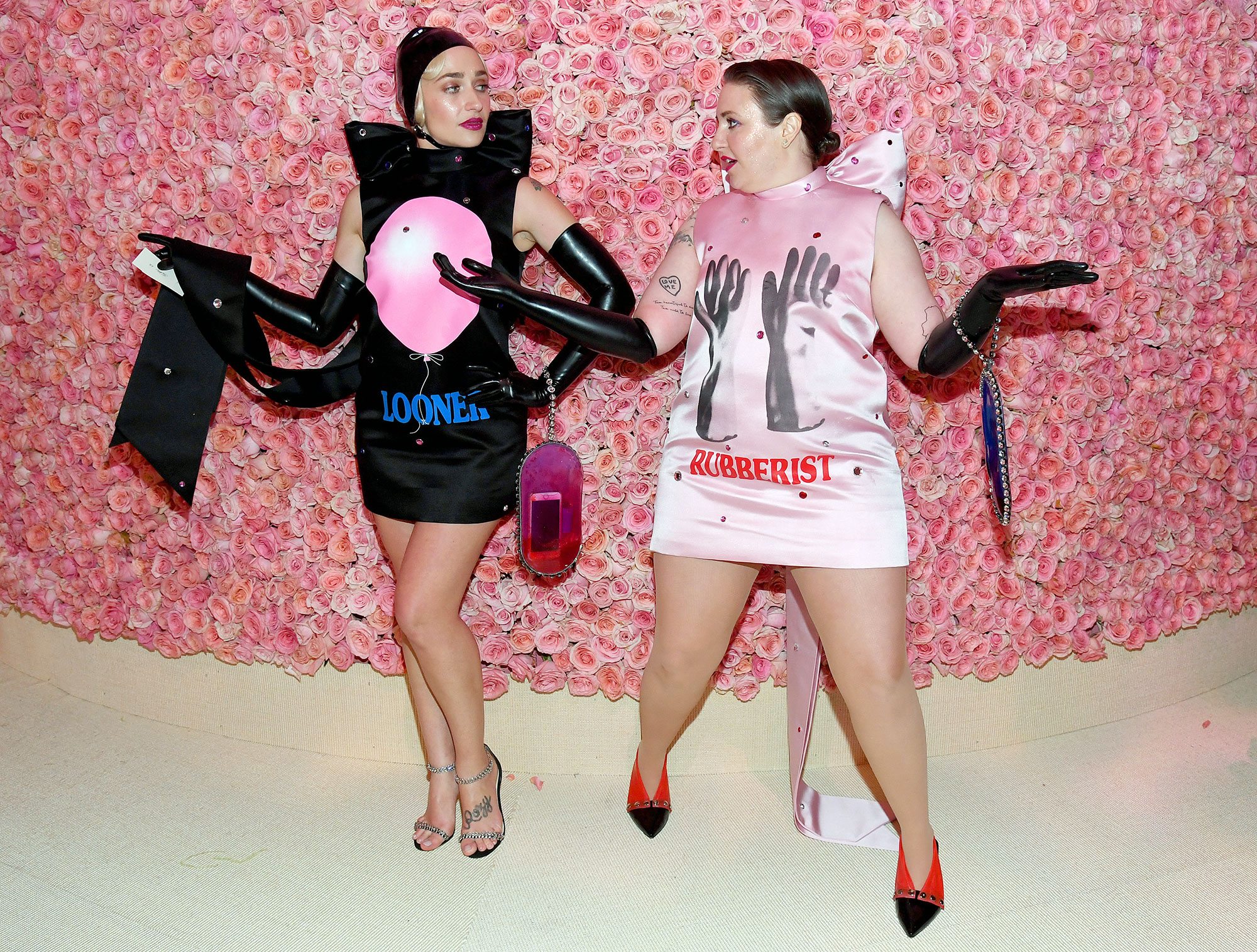 Met Gala 2019 What You Didnt See Jemima Kirke Lena Dunham - Jemima Kirke and Lena Dunham tried out different poses inside the event.
