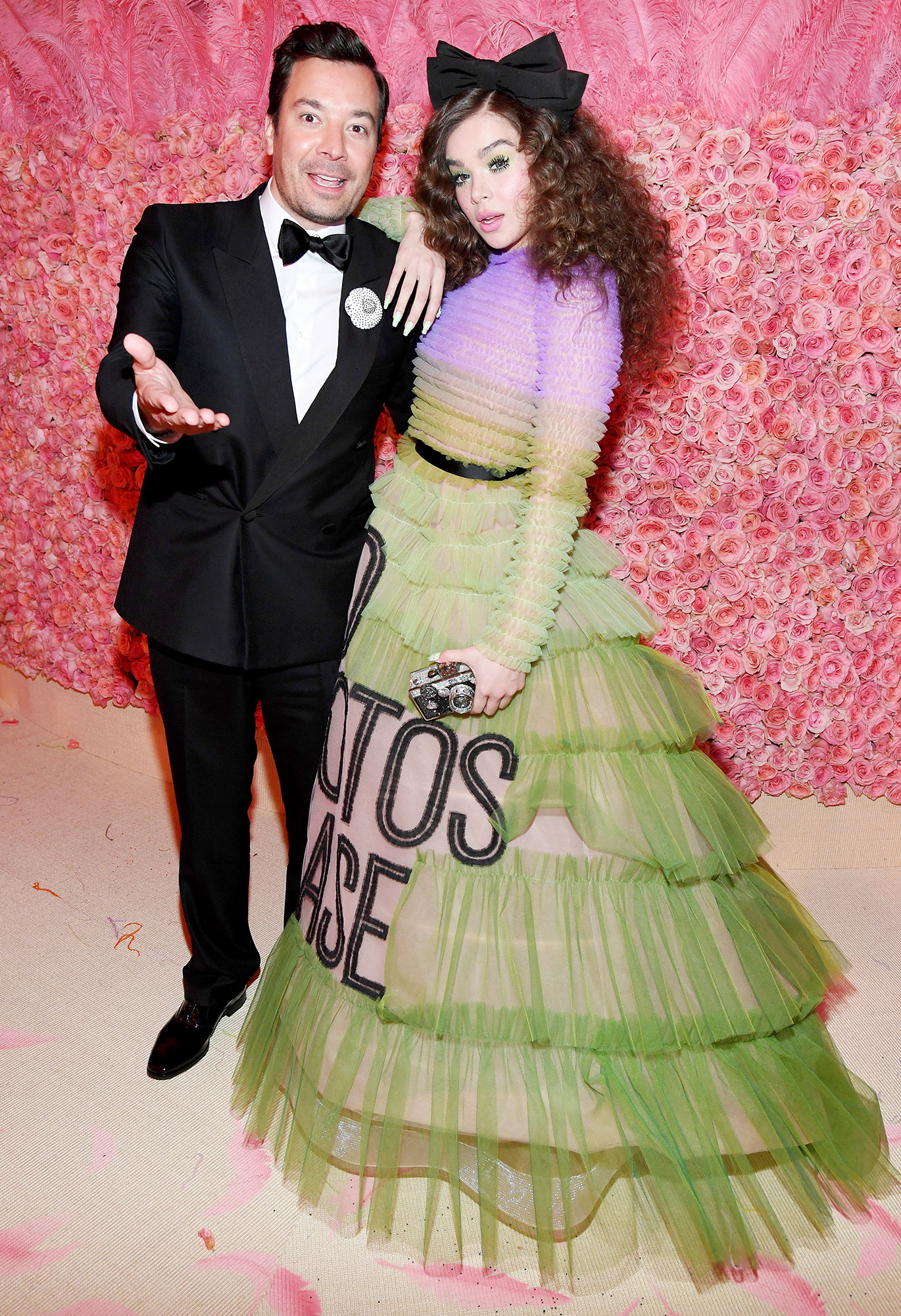 Met Gala 2019 What You Didnt See Jimmy Fallon Hailee Steinfeld - Jimmy Fallon and Hailee Steinfeld chatted inside the museum.
