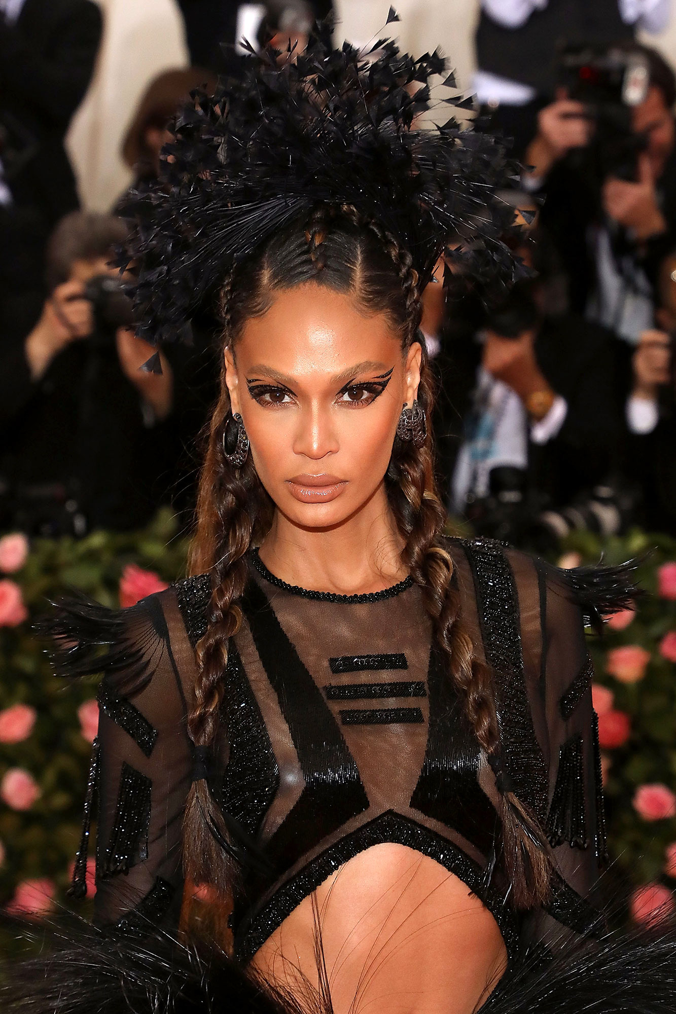 Joan Smalls Fresh Cat Eye - A new spin on the bold Cleopatra look, the A-list model attended the 2019 Met Gala with multi-tiered graphic cat eye stamped with small crystals courtesy of Patrick Ta.