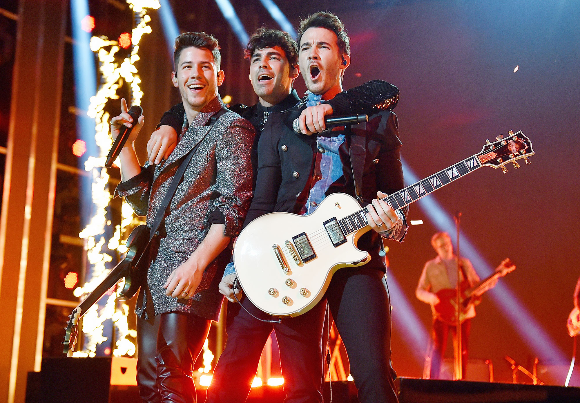 John Stamos Jonas Brothers Forever Song Tour