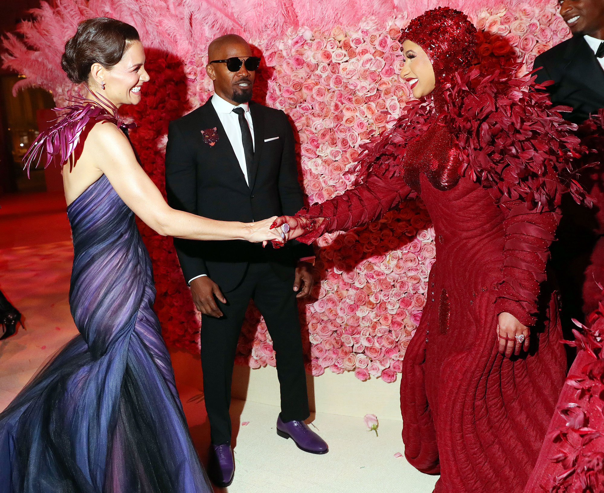 Met Gala 2019 What You Didnt See Katie Holmes Jamie Foxx Cardi B - Longtime loves Katie Holmes and Jamie Foxx had a moment with Cardi B.