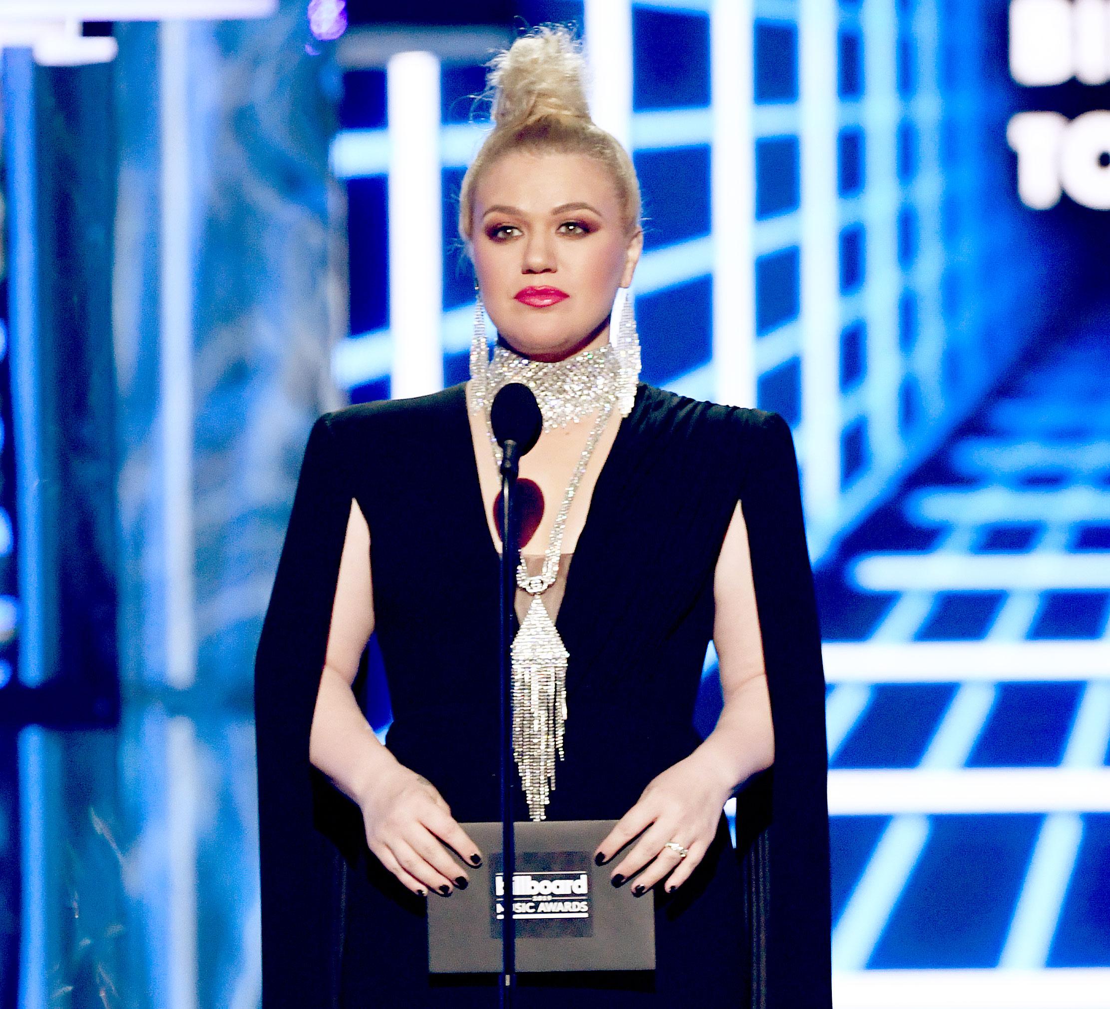 Kelly Clarkson Surgery Scars Billboard Music Awards 2019 Voldemort