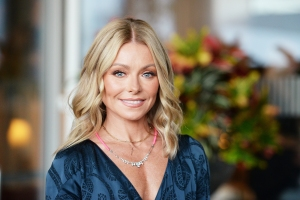 Kelly Ripa Is Shrugging Off 'Bachelor' Drama