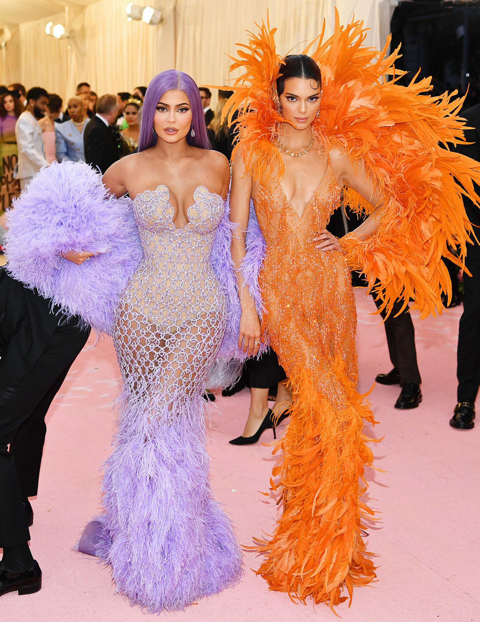 7725ccb22f46 Met Gala 2019: Kendall and Kylie Jenner's Sister Meme Moment