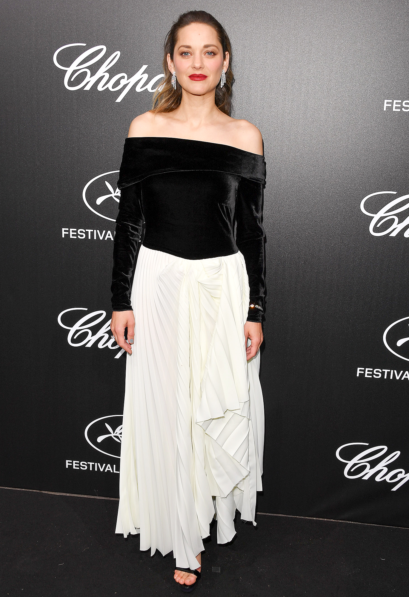 Marion-Cotillard - Très chic is about the only way to describe the French actress' black-and-white number and Chopard jewels at the Chopard Trophy Event on Monday, May 20.