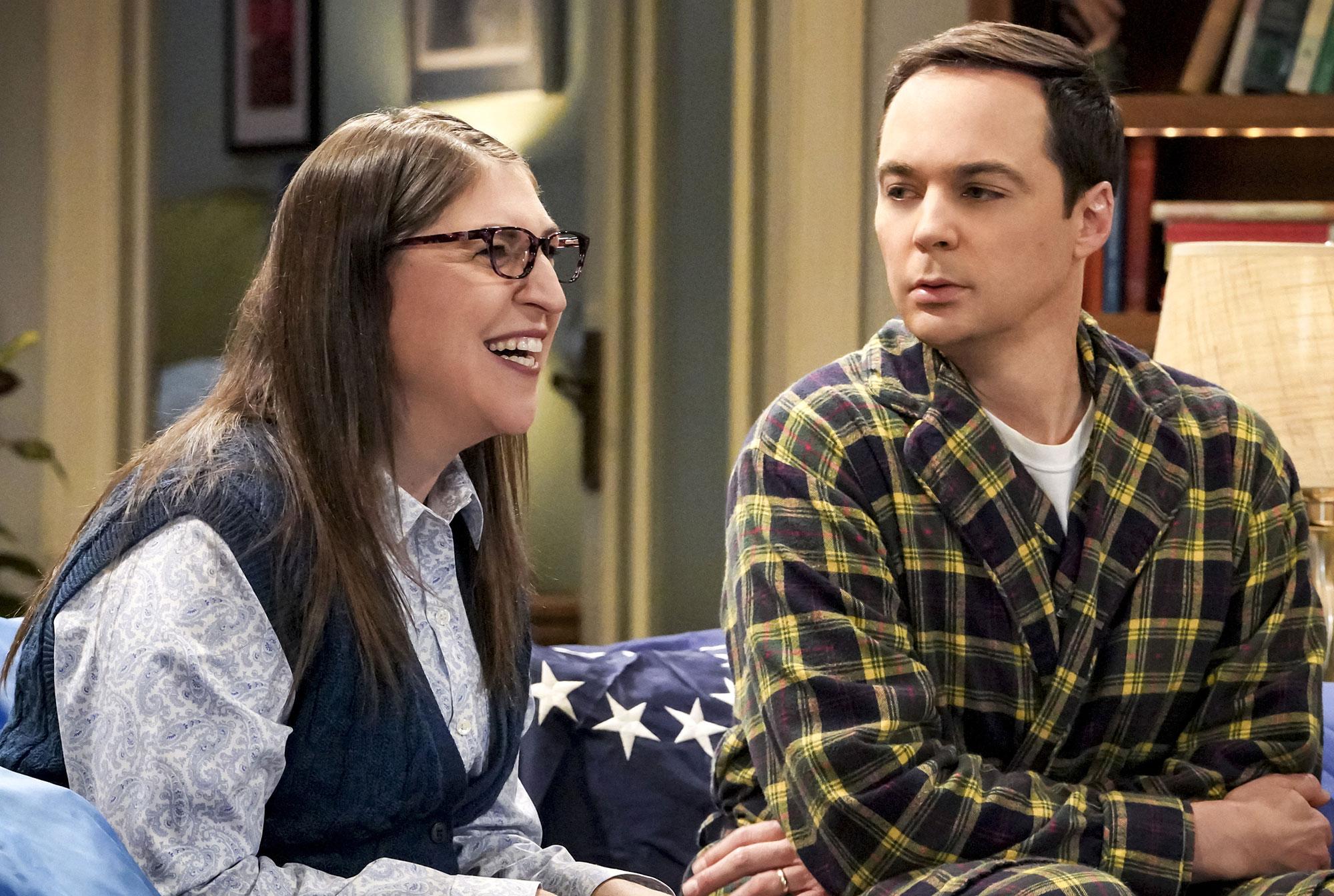 Mayim Bialik Did Not Steal From Set Big Bang Theory - Mayim Bialik and Jim Parsons during an episode of 'The Big Bang Theory.