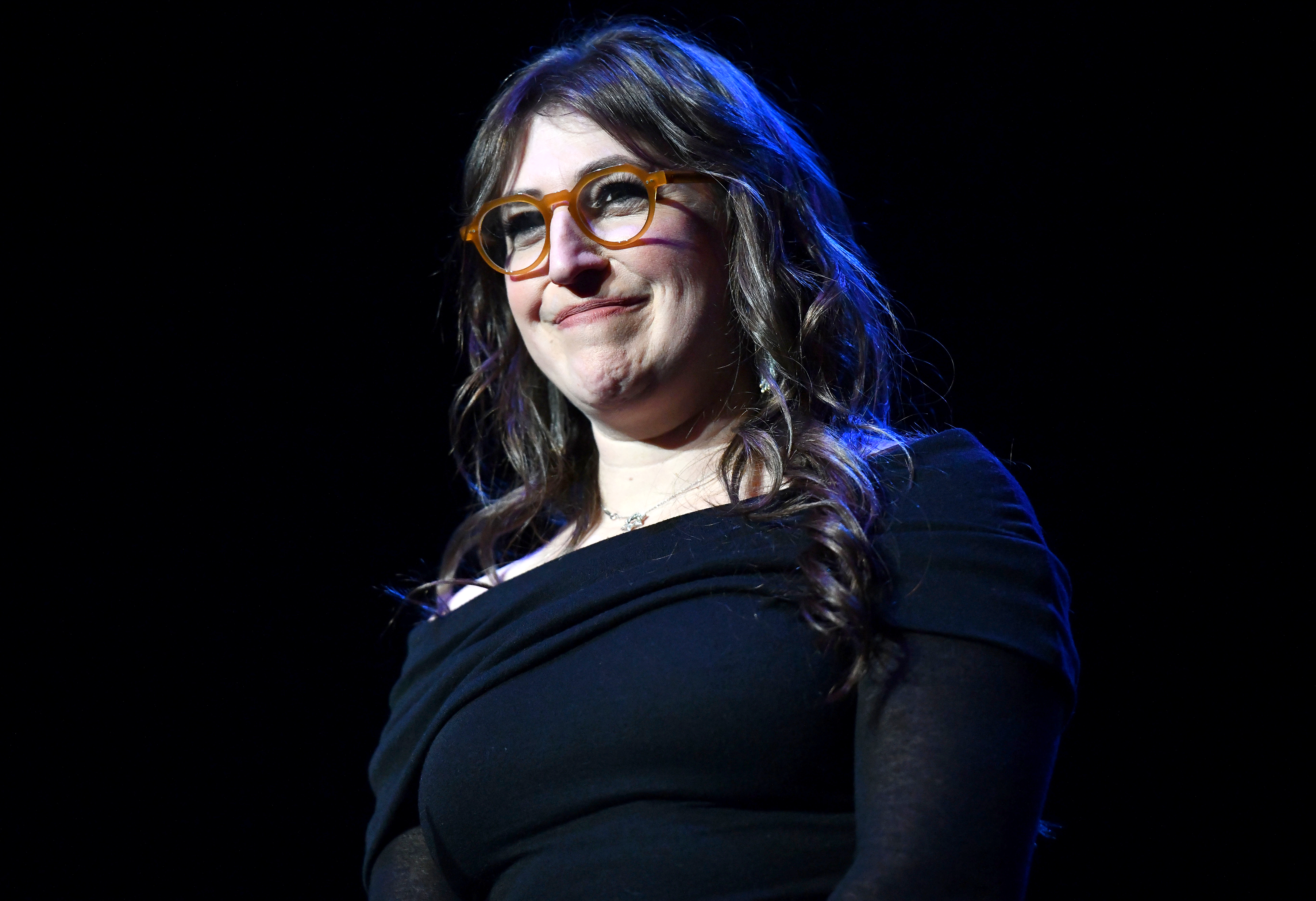 Mayim Bialik Go Vegan Start Small - Mayim Bialik performs at The 7th Annual Adopt the Arts Benefit Gala on March 07, 2019 in Los Angeles, California.
