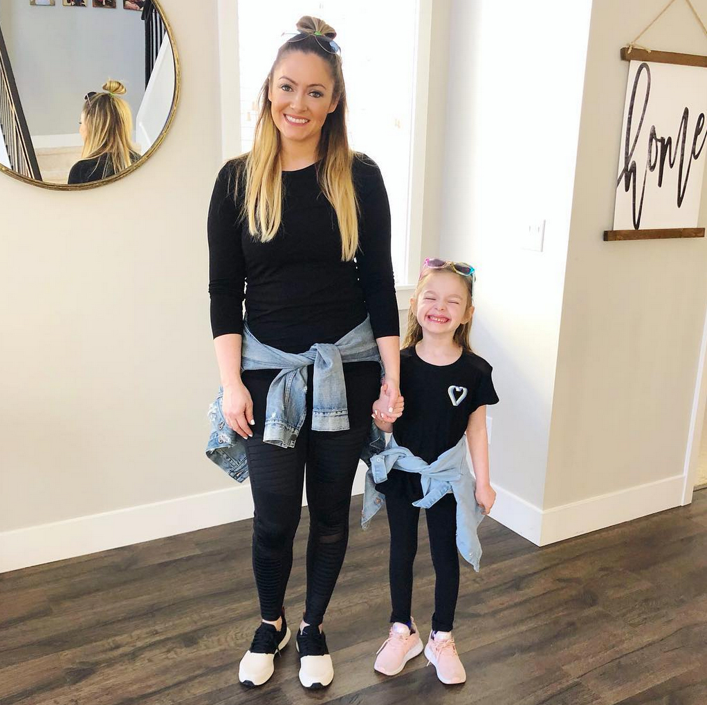 Molly-Mesnick-and-daughter
