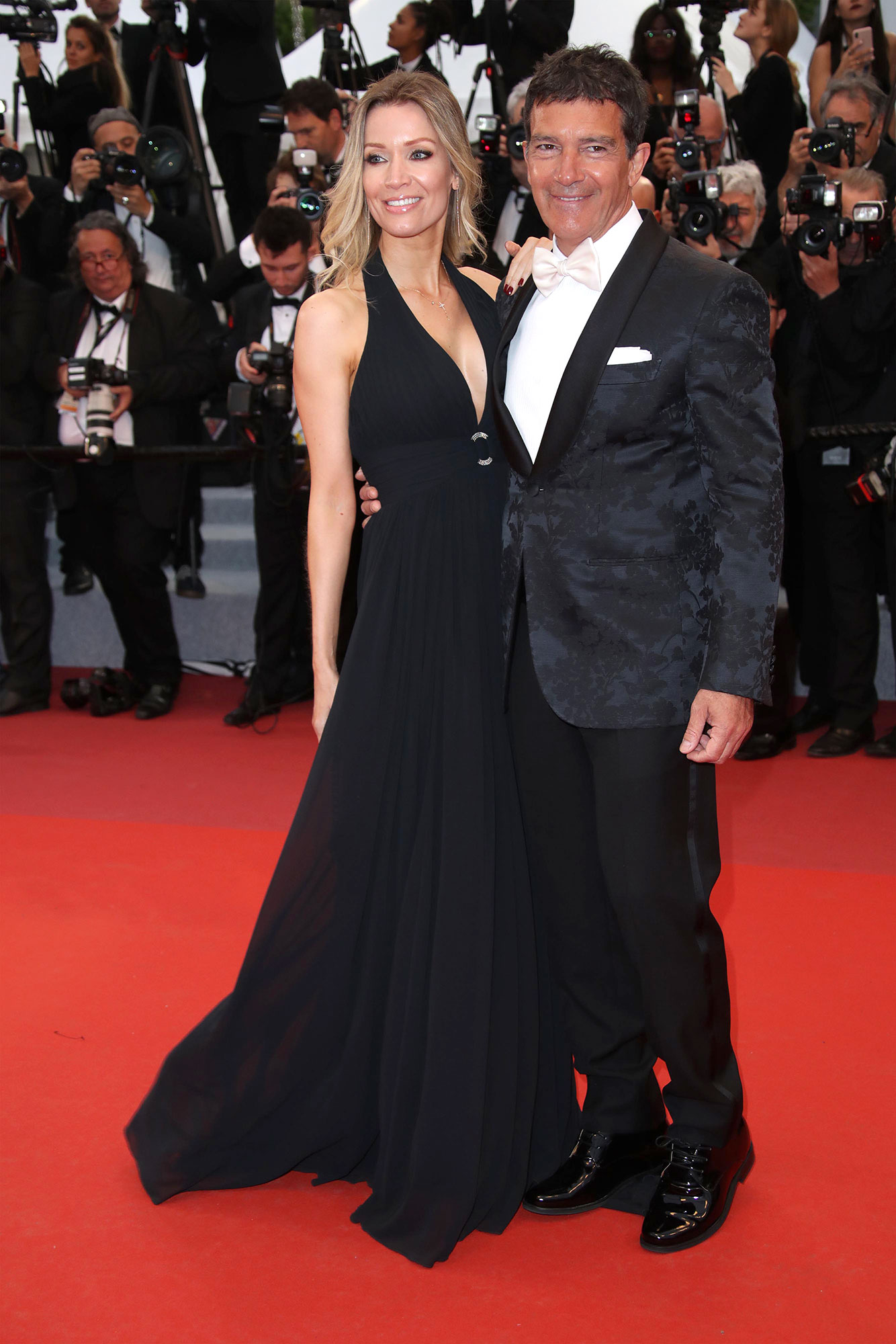Nicole Kimpel and Antonio Banderas Cannes Film Festival 2019 Most Stylish Guys Red Carpet - Posing alongside his girlfriend Nicole Kimpel, the Pain and Glory star rocked a floral-printed jacket at the film's premiere on Friday, May 17.