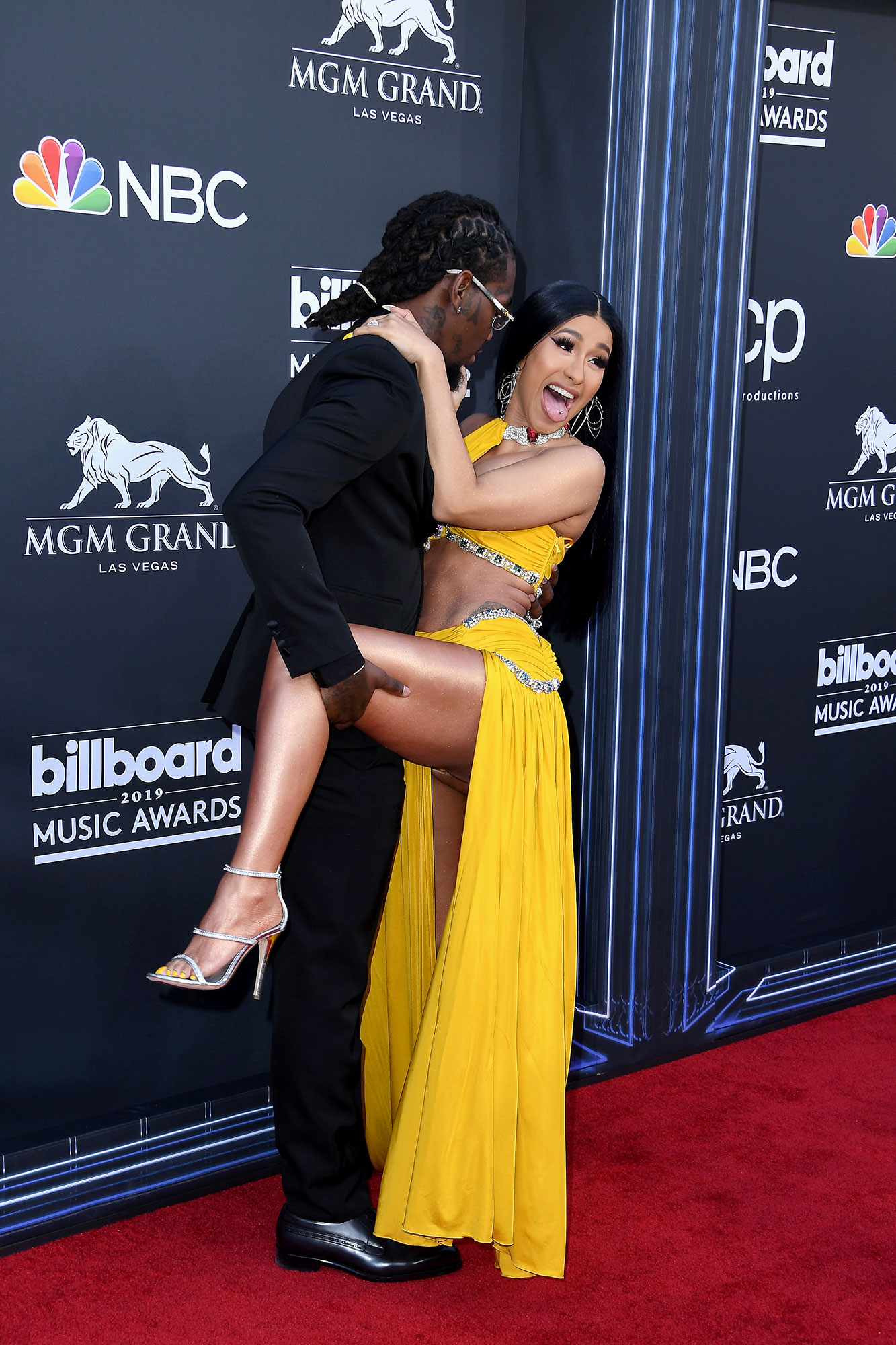 "Offset-and-Cardi-B-PDA-Billboard-Music-Awards-2019 - Cardi and Offset managed to perfect a unique pose while walking the red carpet together. The ""Bodak Yellow"" rapper later gave a shout-out to daughter Kulture while accepting an award for her Maroon 5 collaboration, ""Girls Like You."""