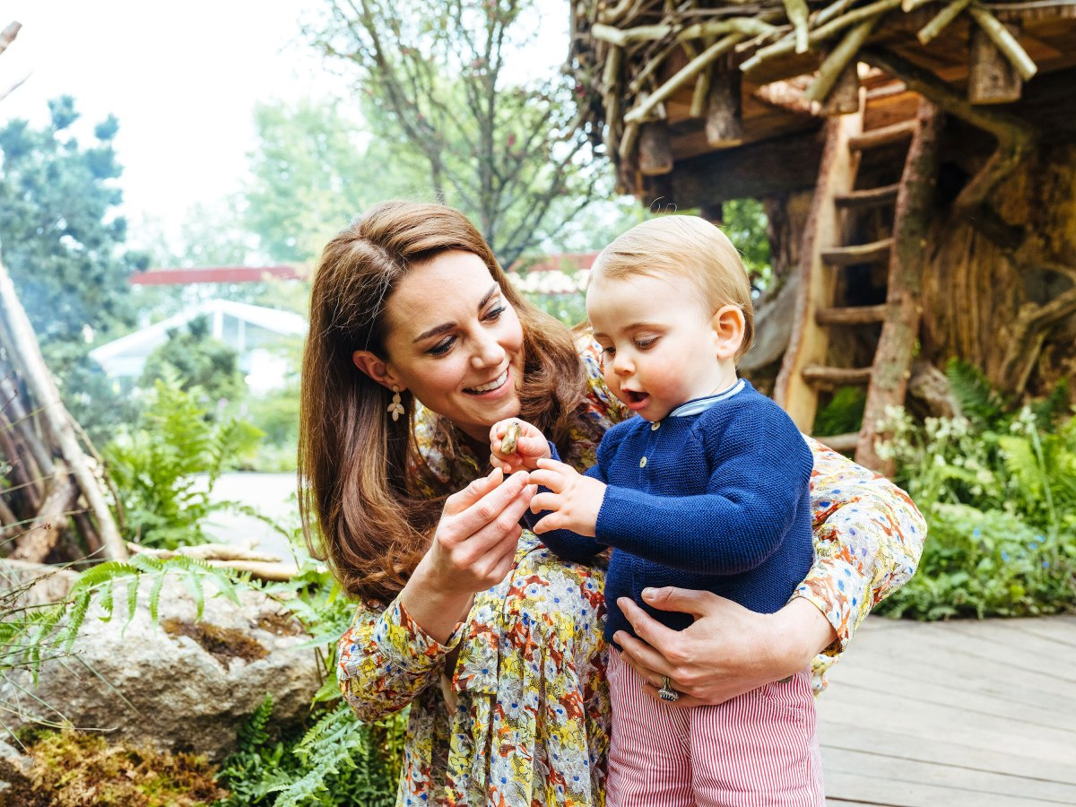 Prince William, Duchess Kate and Kids Play in the Garden She Designed at Chelsea Flower Show: Photos