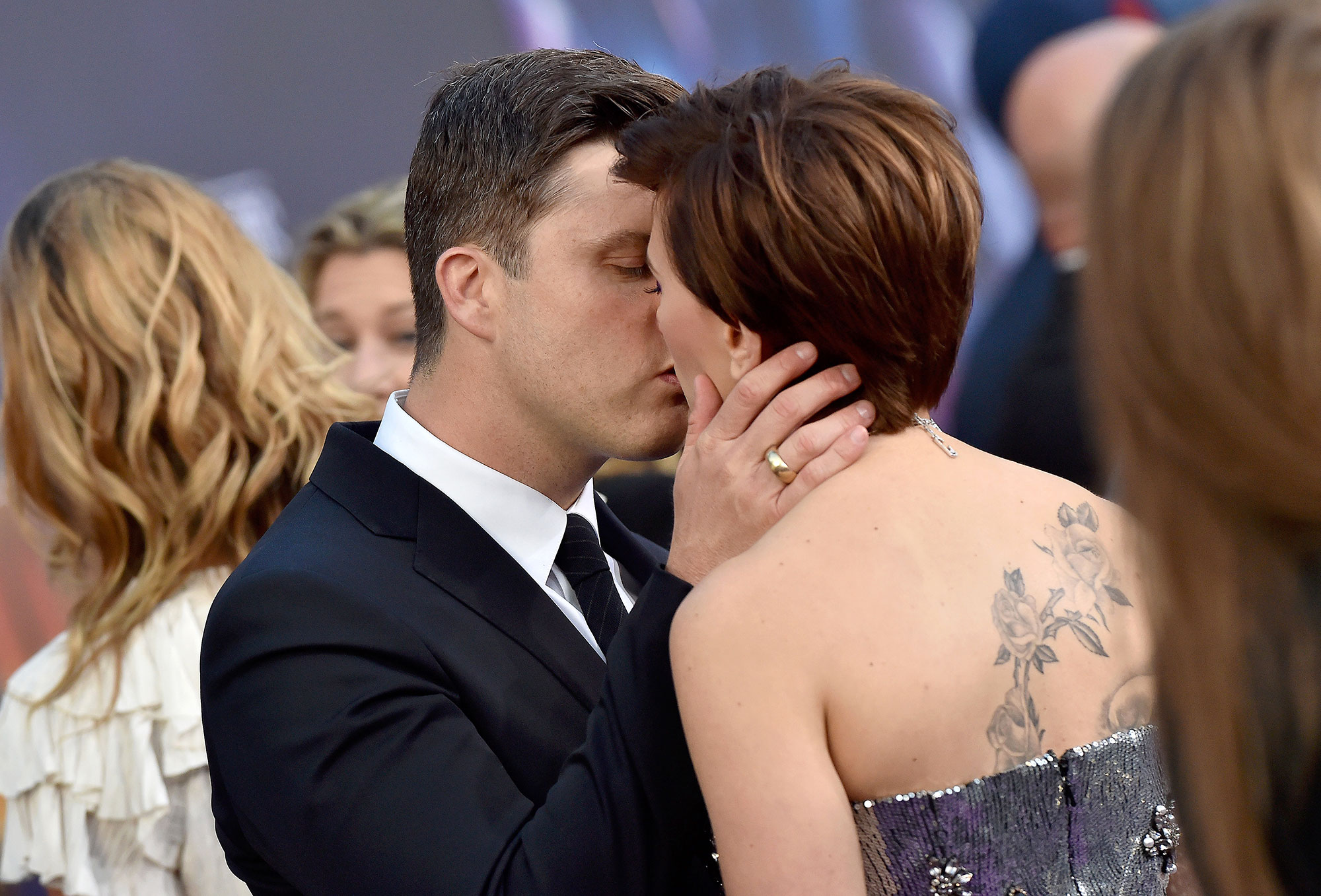 """Scarlett Johansson and Colin Jost Relationship Timeline Avengers Infinity War Kiss - When Leslie Jones joked on """"Weekend Update"""" that she could never date Jost """"because he's gay,"""" he fired back, """"I'm not gay! I told you, I have a girlfriend!"""""""