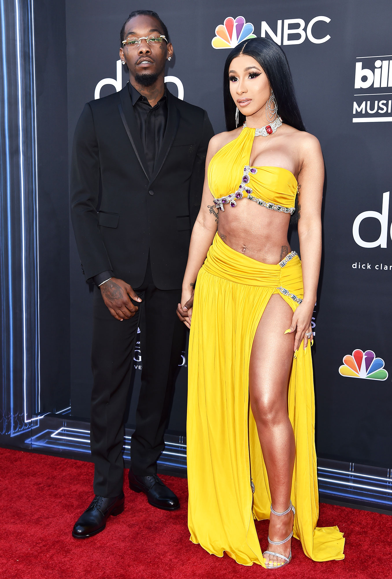See the Hottest Couples at the BBMAs Offset and Cardi B - To complement Cardi's bold yellow Moschino crop top and skirt, Offset opted for all black.