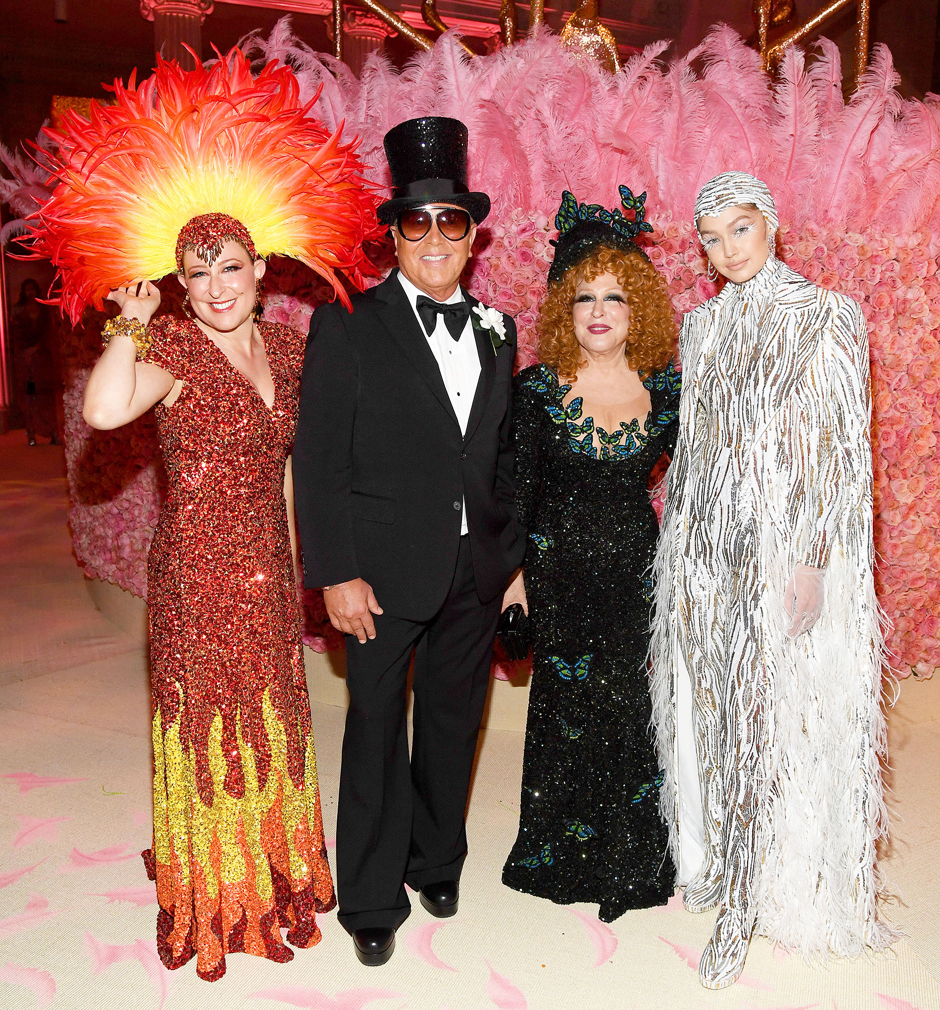 Met Gala 2019 What You Didnt See Sophie Von Haselberg Michael Kors Bette Midler Gigi Hadid - Sophie Von Haselberg , Michael Kors, Bette Midler and Gigi Hadid posed for an iconic snap.