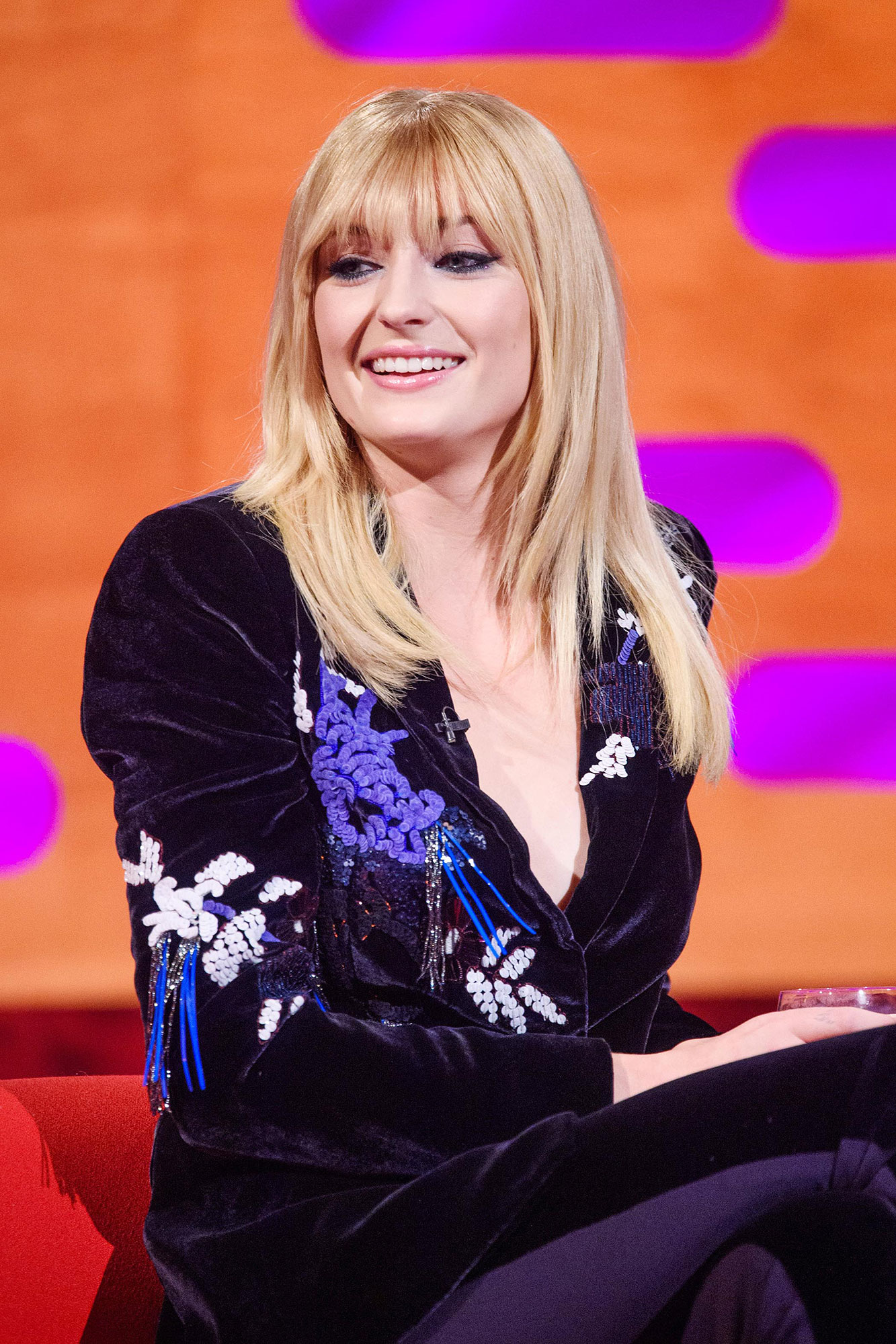 Taylor Swift and Sophie Turner Graham Norton Show - The actress twinned with the Cats star by sporting new bangs.