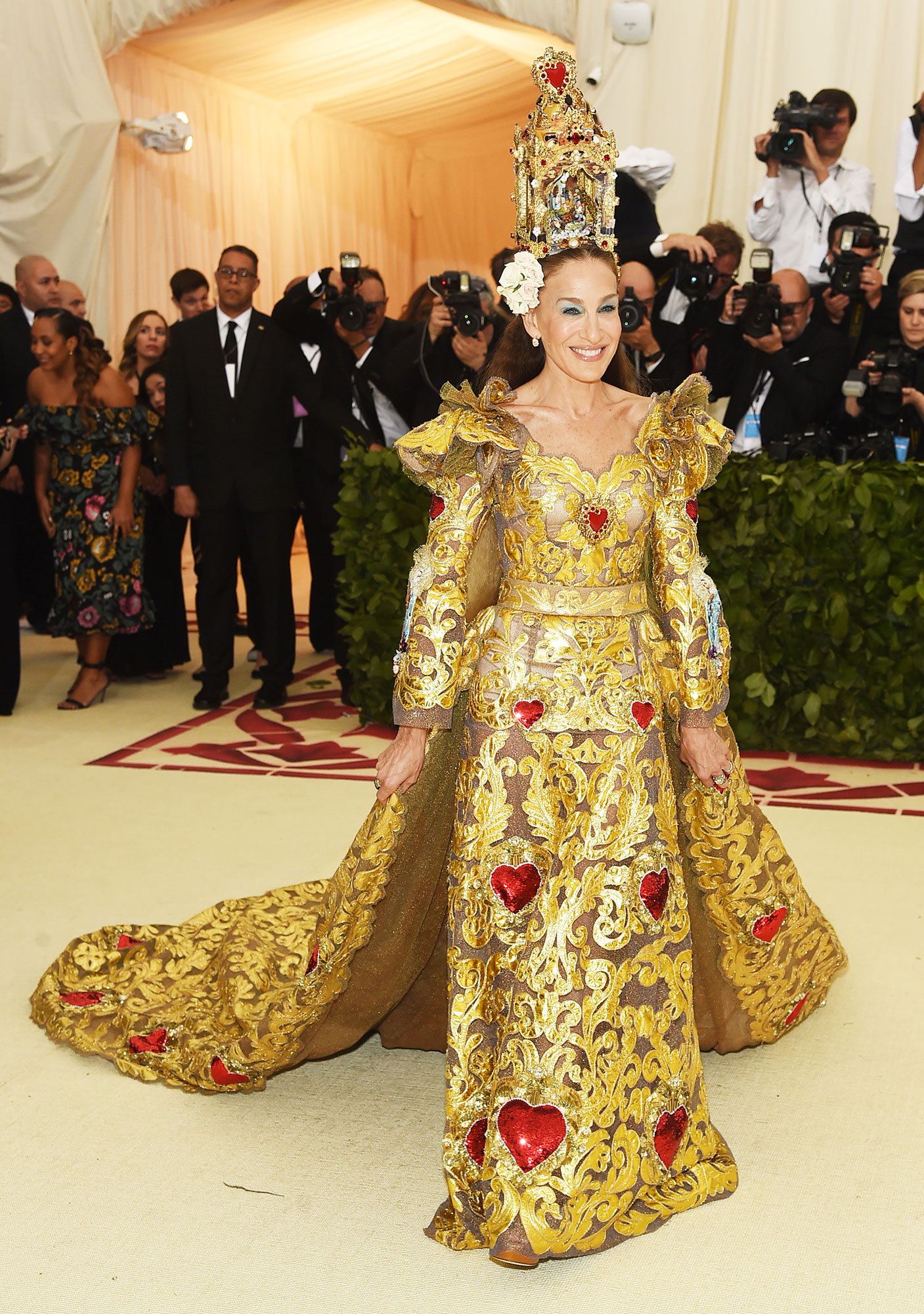Sarah Jessica Parker The Wild Met Gala Red Carpet Fashion Looks We Can't Stop Thinking About - In Dolce & Gabbana.