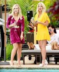 Tori-Spelling-and-Jennie-Garth-filming-90210