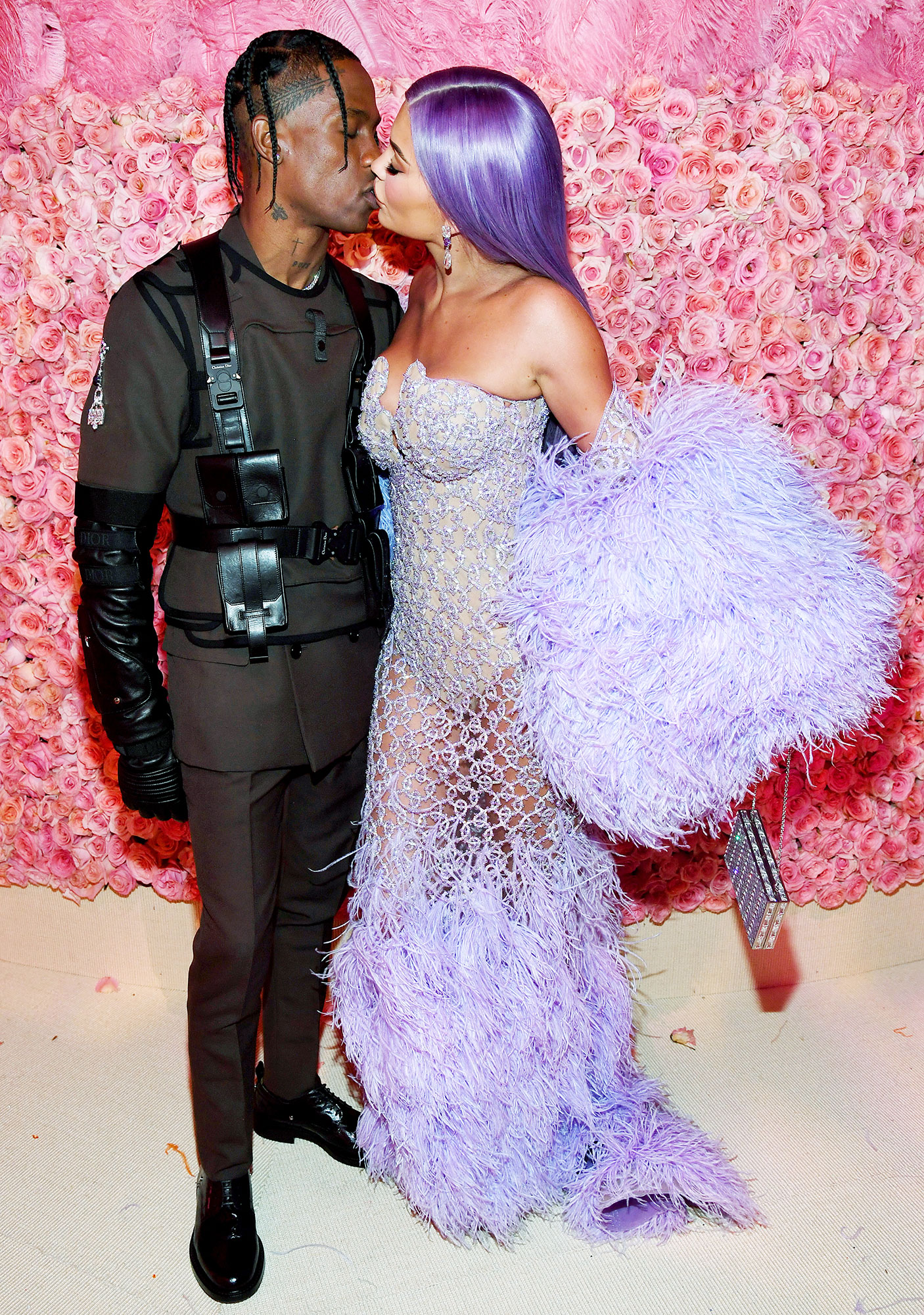 Met Gala 2019 What You Didnt See Travis Scott Kylie Jenner - Kylie and her rapper beau showed PDA inside the party.