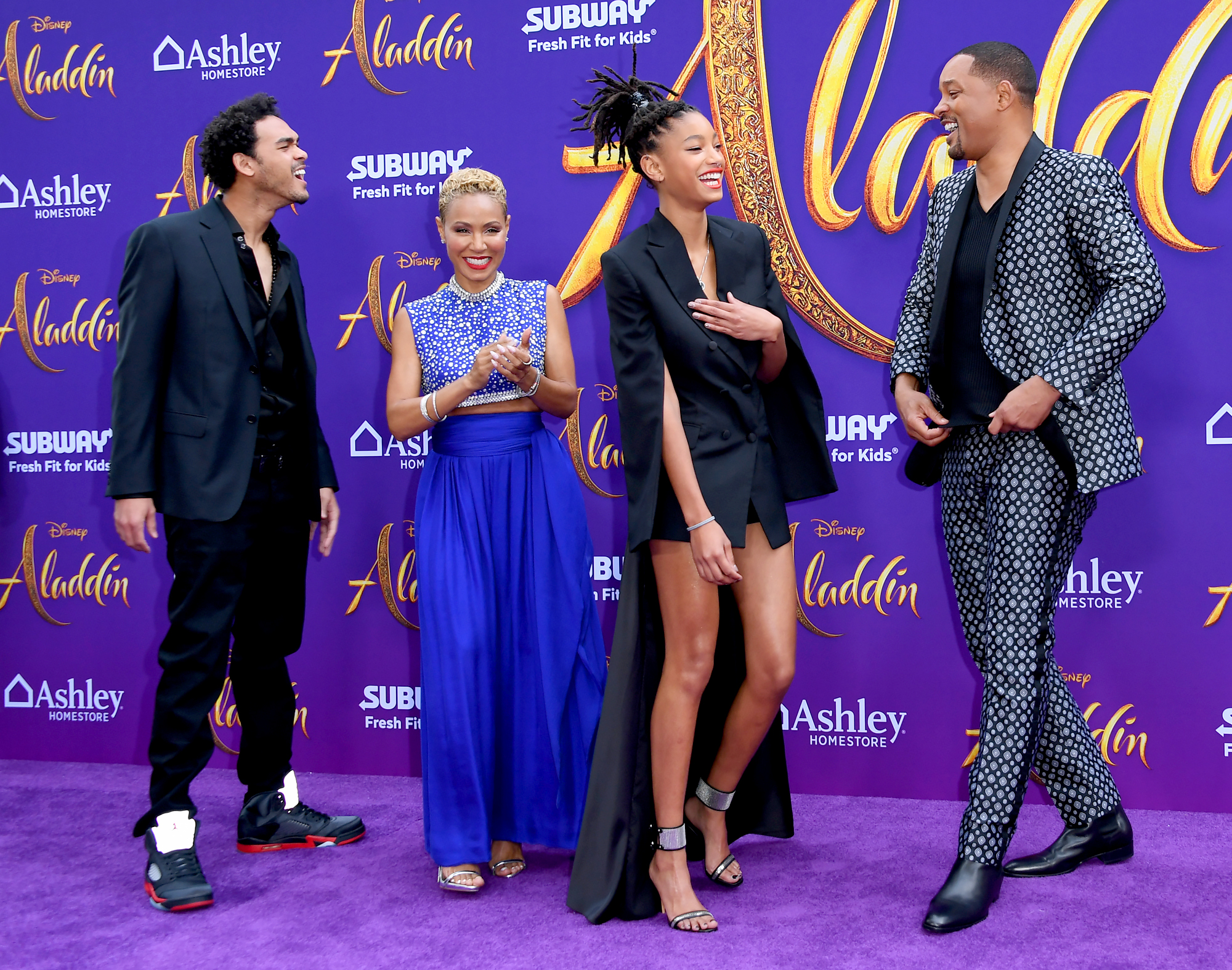 Trey-Smith,-Jada-Pinkett-Smith,-Willow-Smith-and-Will-Smith-Aladdin-premiere - The whole family couldn't hide their smiles.