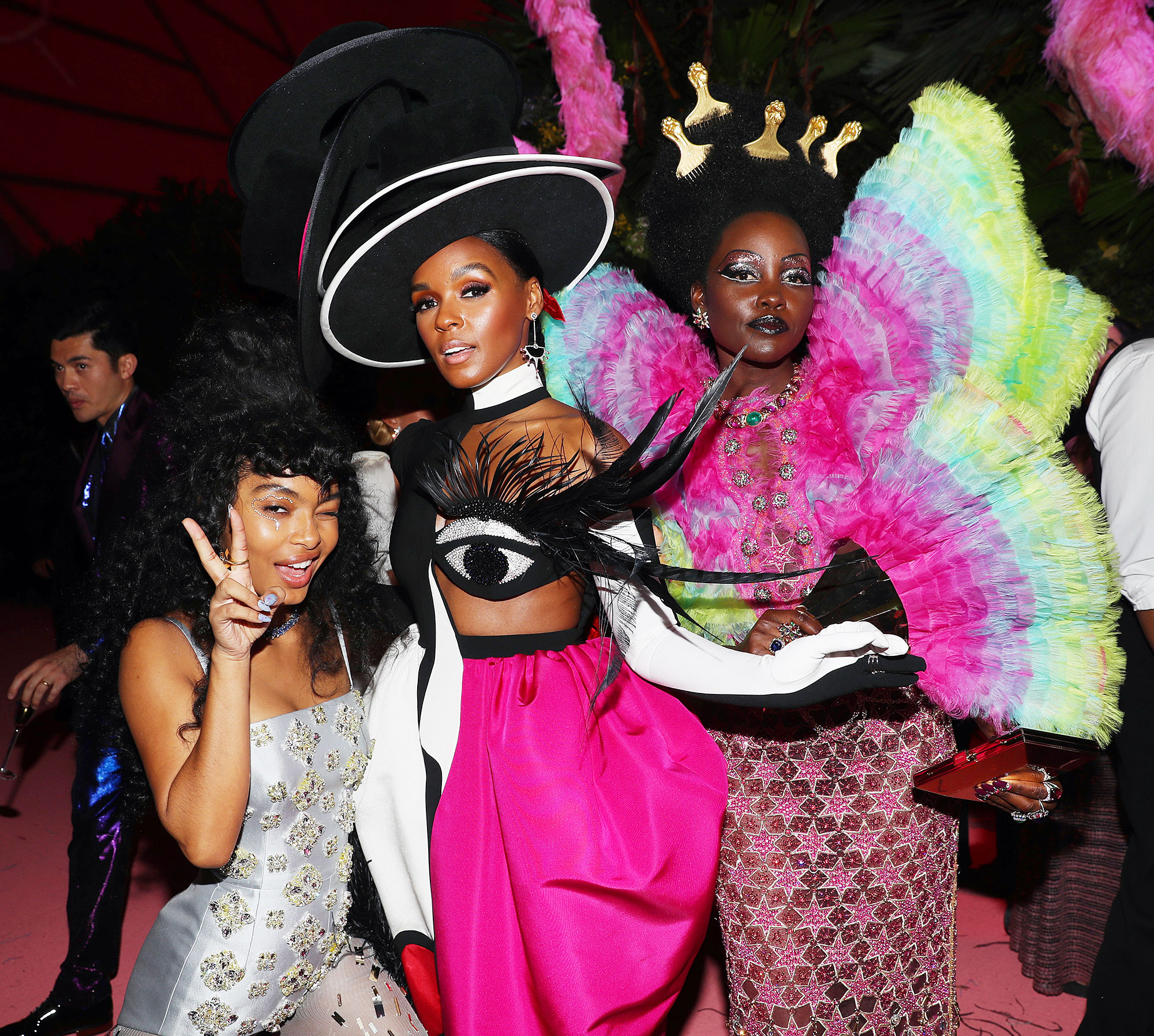 Met Gala 2019 What You Didnt See Yara Shahidi Janelle Monae Lupita Nyong'o - Yara Shahidi, Janelle Monae and Lupita Nyong'o took a silly snap inside the event.