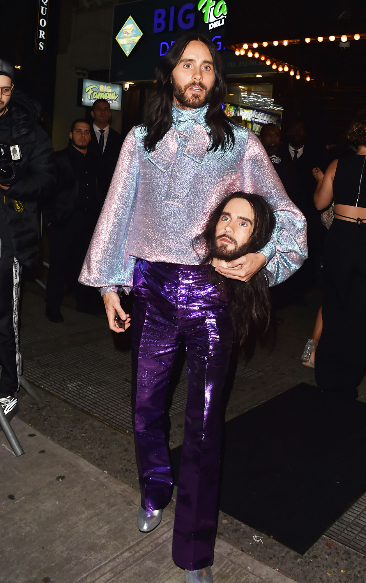 Jared Leto met gala 2019 after party - Still carrying his head as a prop, the Dallas Buyers Club star changed into a purple outfit.