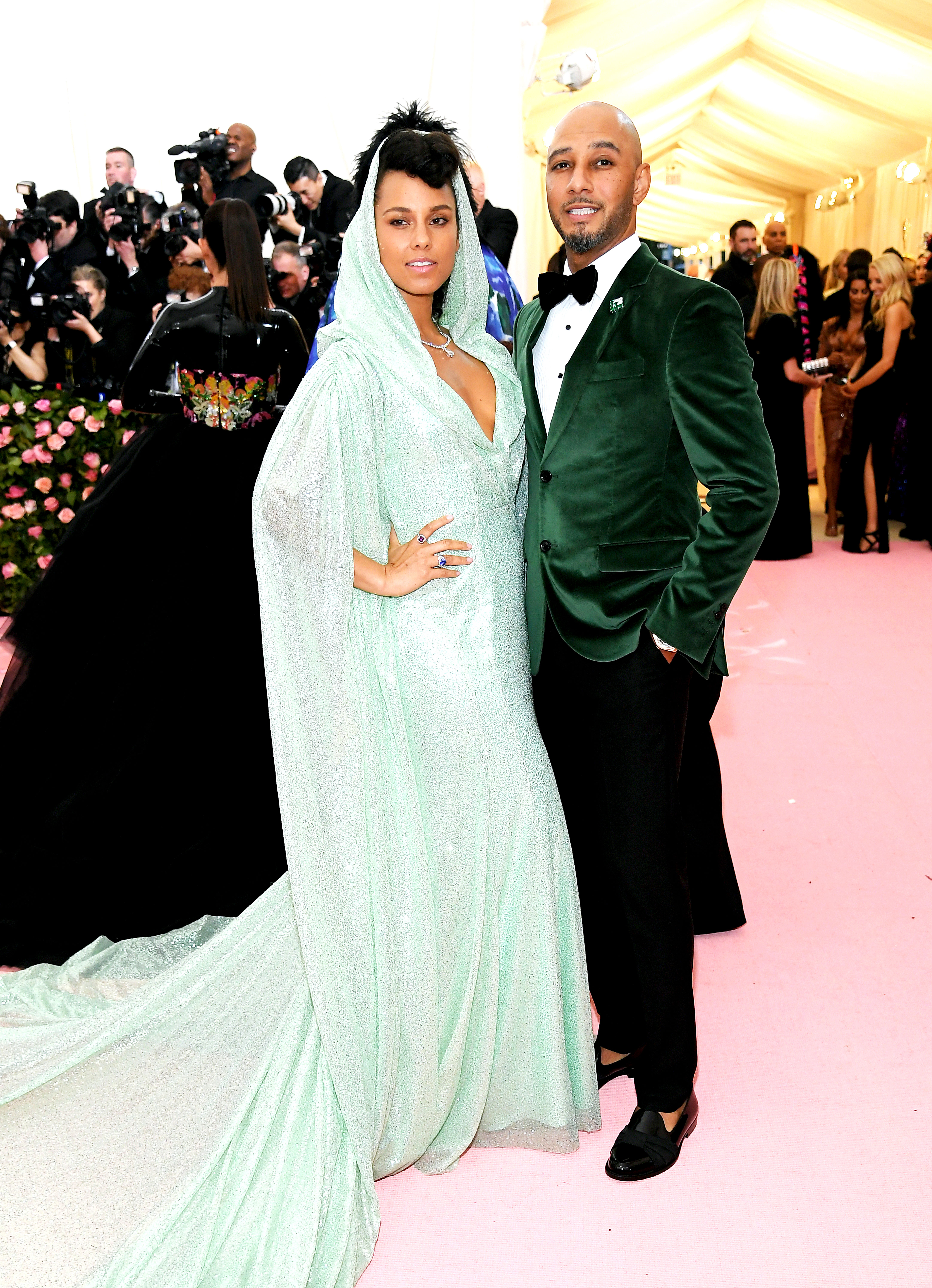 Alicia Keys and Swizz Beatz met gala 2019 couples - The ever-cool couple was the perfect pair in green Carolina Herrera designs.