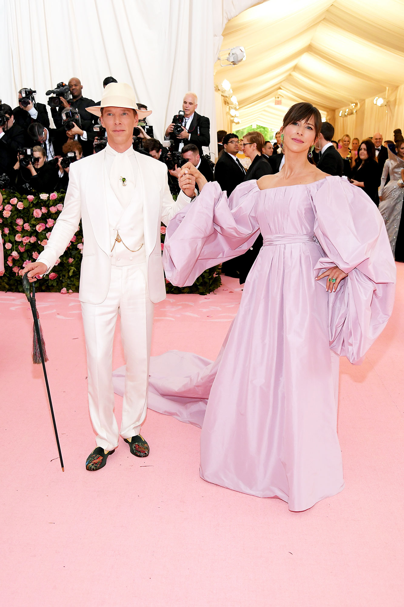 Benedict Cumberbatch and Sophie Hunter met gala 2019 couples - It may have been Monday, but the husband and wife duo were all about the #TBT vibes in their period pieces.
