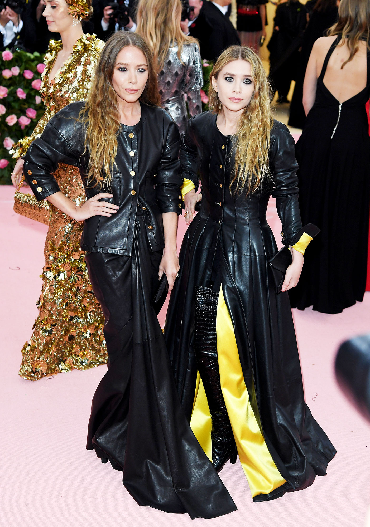 Ashley Olsen and Mary-Kate Olsen met gala 2019 couples - The sisters coordinated in vintage Chanel ensembles.
