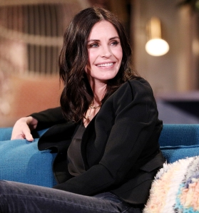 Courteney Cox Posts Throwback Pic Friends Cast