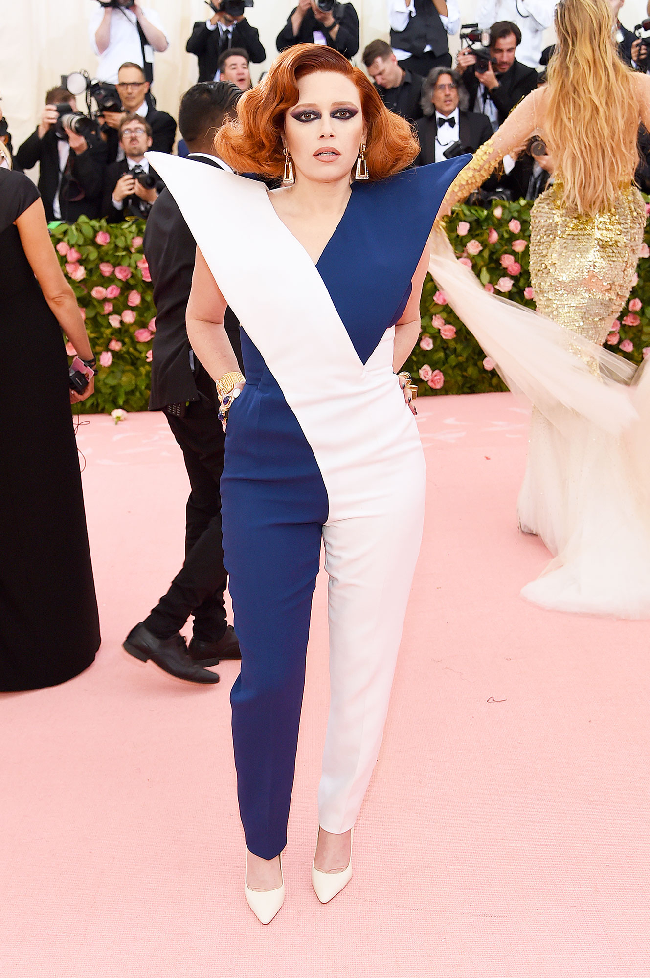 Natasha Lyonne met gala 2019 - Wearing a blue and white sculptural jumpsuit with David Webb jewels.