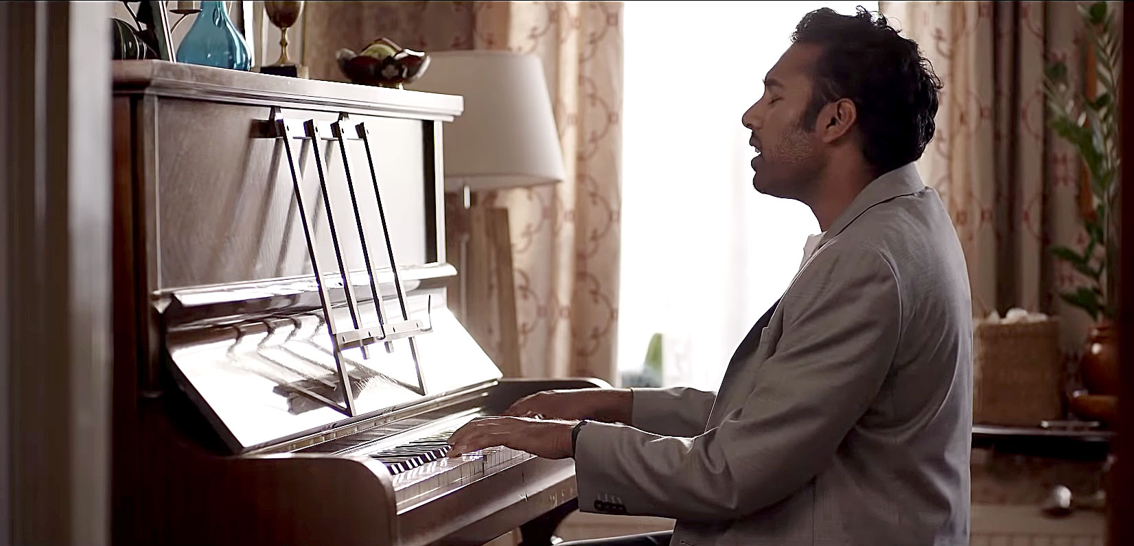 Can't Miss Summer Movie Preview - Just when struggling singer Jack ( Himesh Patel ) is about to give up on his career, an accident occurs that leaves him with a special gift: He's the only one who's aware of The Beatles' music! Naturally, he introduces it to the world.