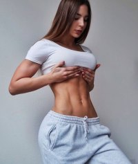 Anfisa Nava Showing Her Abs