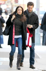 Bethenny Frankel Ex Claims She Wont Let Daughter Bryn Pray in Her Home