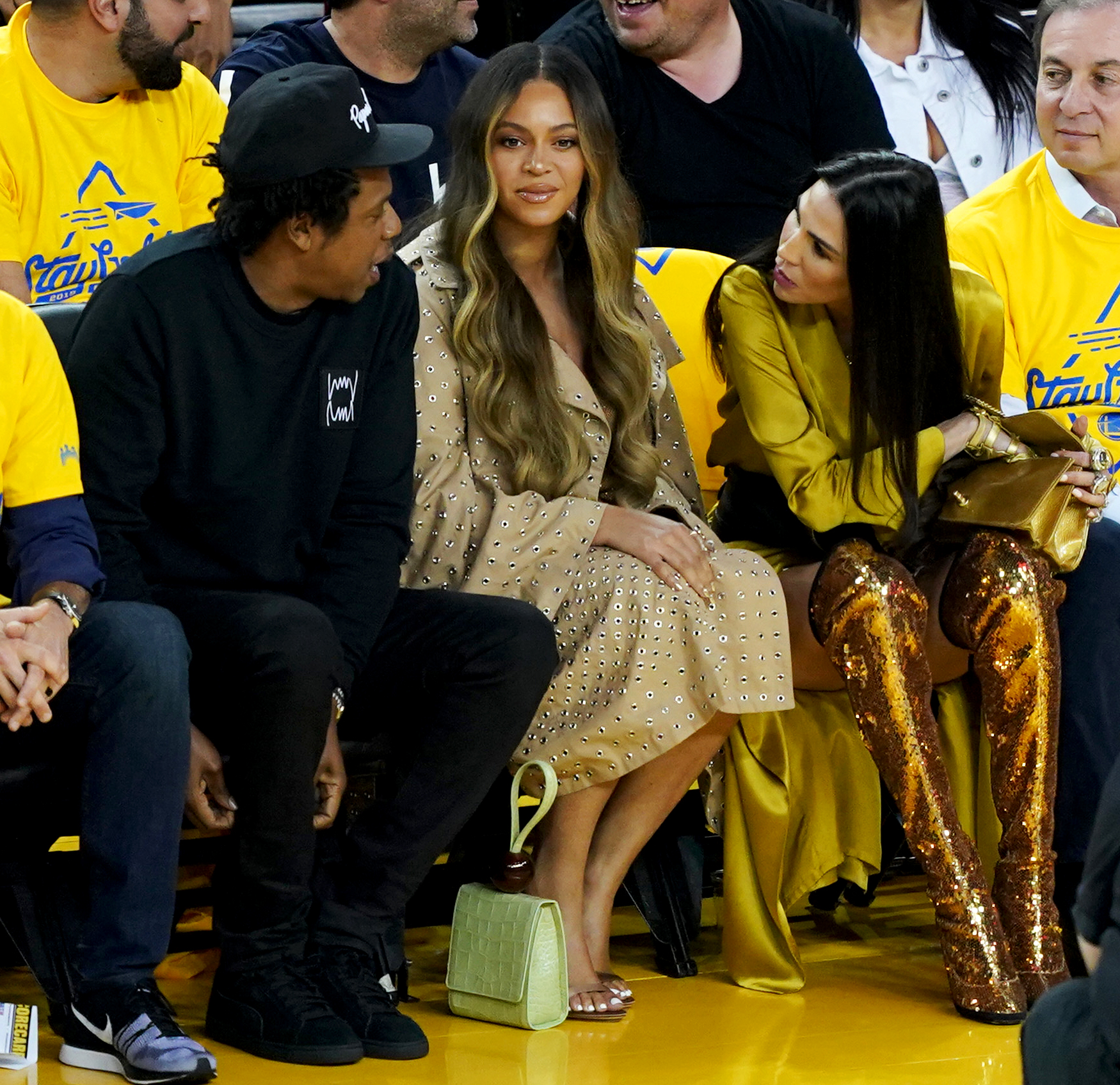 Beyonce-Gives-a-Death-Stare-as-Warriors-Owner's-Wife-Talks-to-Jay-Z