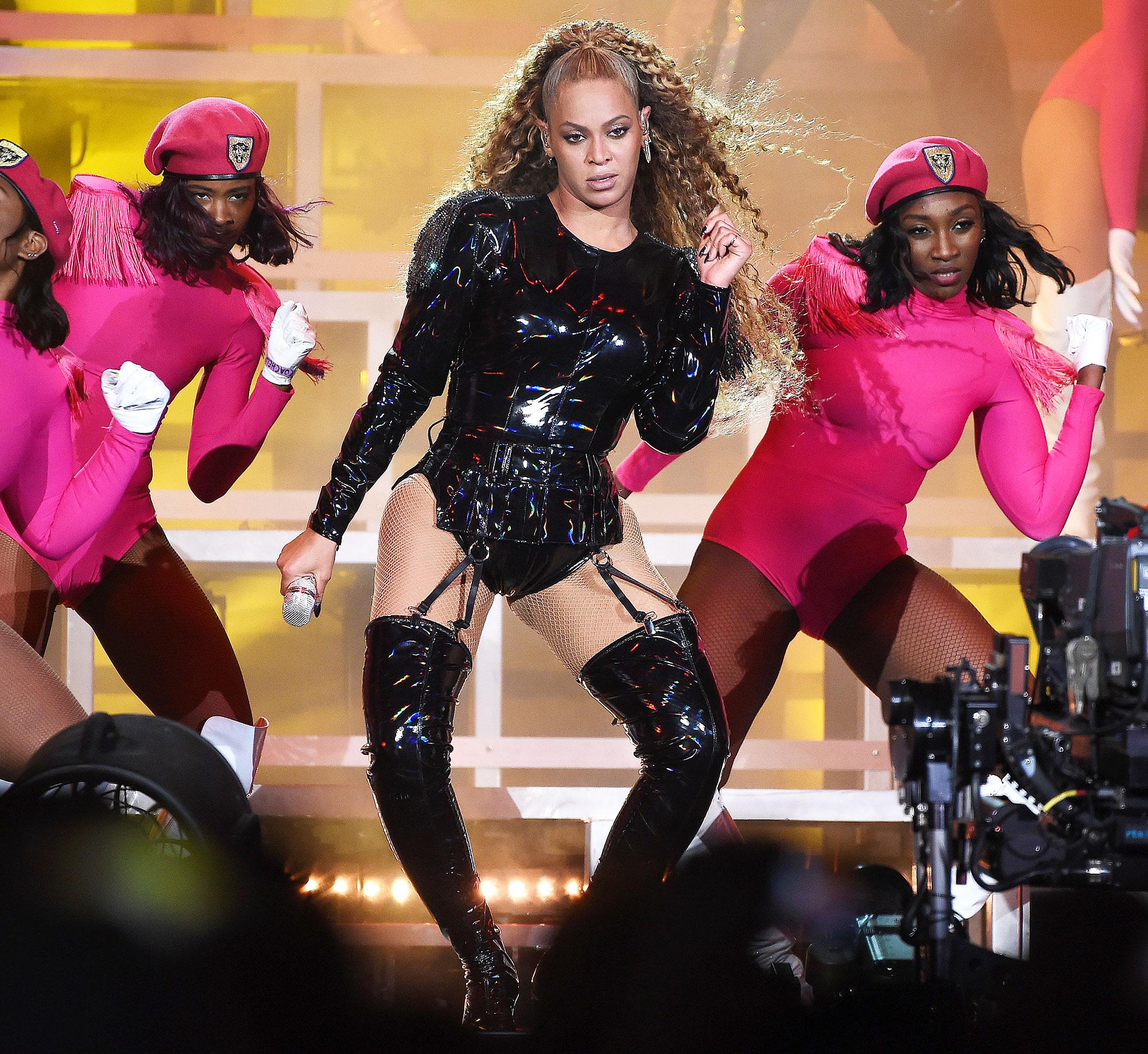 Beyonce Makeup Artist Sir John Highlighter Easy Glam Look Coachella 2018 Homecoming