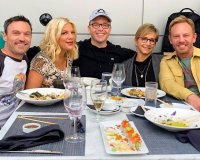 Brian Austin Green, Tori Spelling, Darren Martin, Gabrielle Carteris and Ian Ziering BH90210 Behind The Scenes