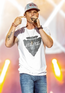 Granger Smith Returns to Stage After 3-Year-Old Son Tragic Death