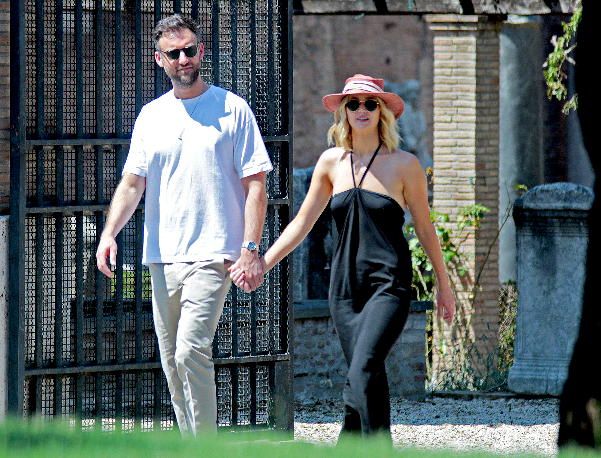 Jennifer-Lawrence-talks-wedding-with-Cooke-Maroney
